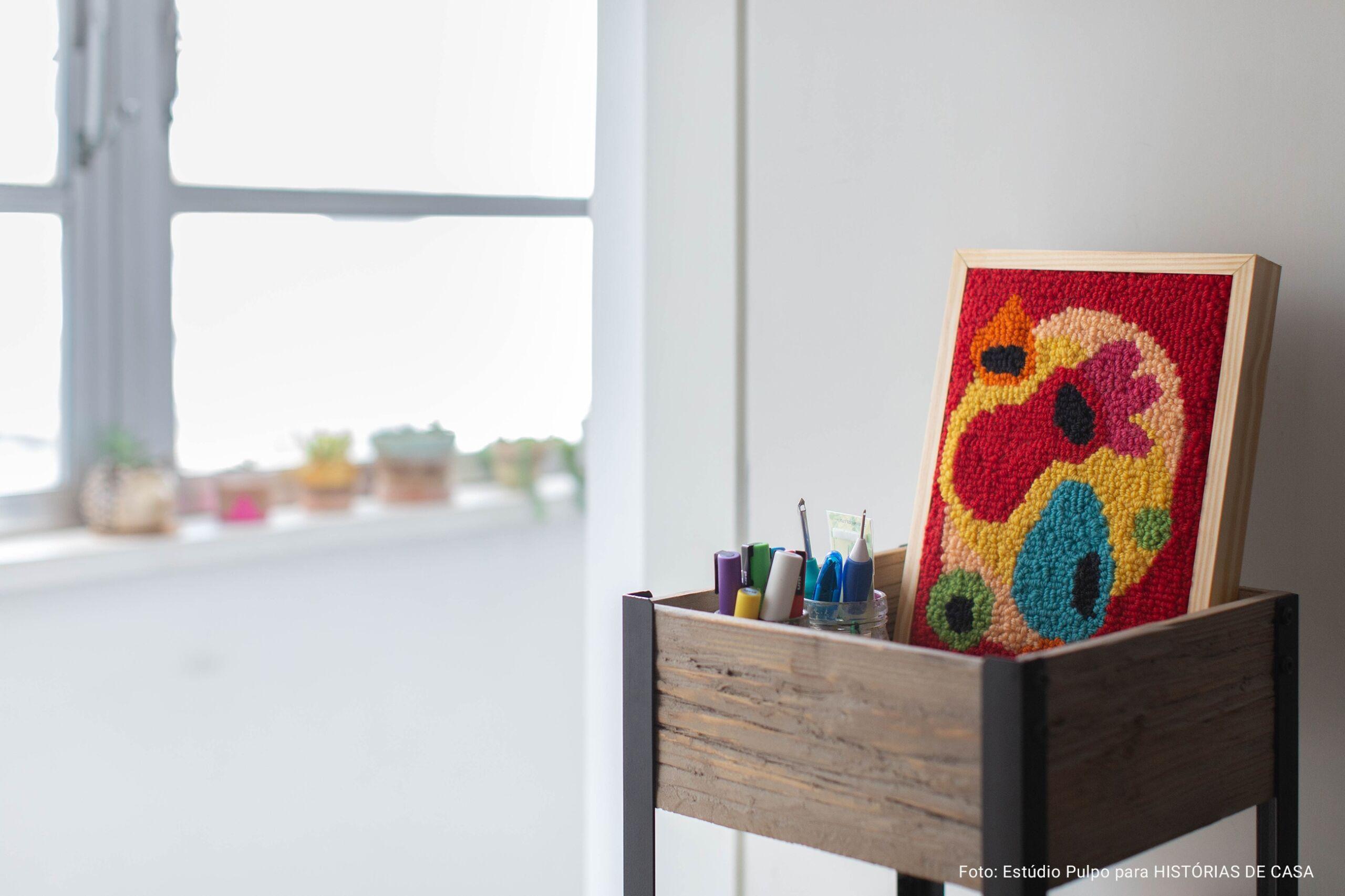 fruteira como porta materiais de arte