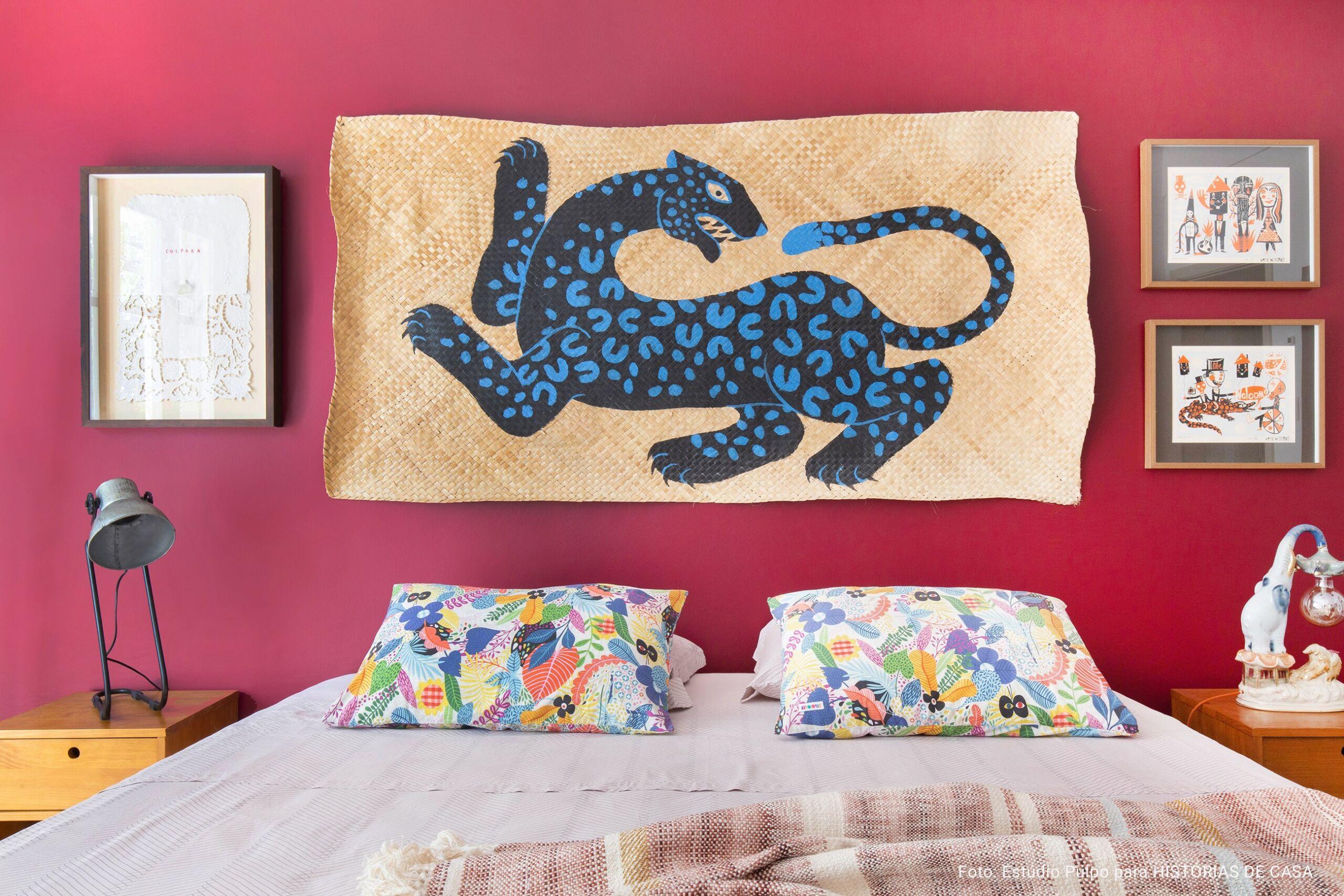 cama com arte de cabeceira