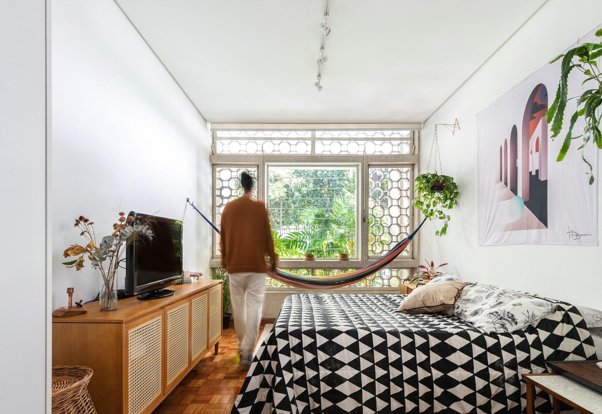 quarto com plantas em apartamento antigo