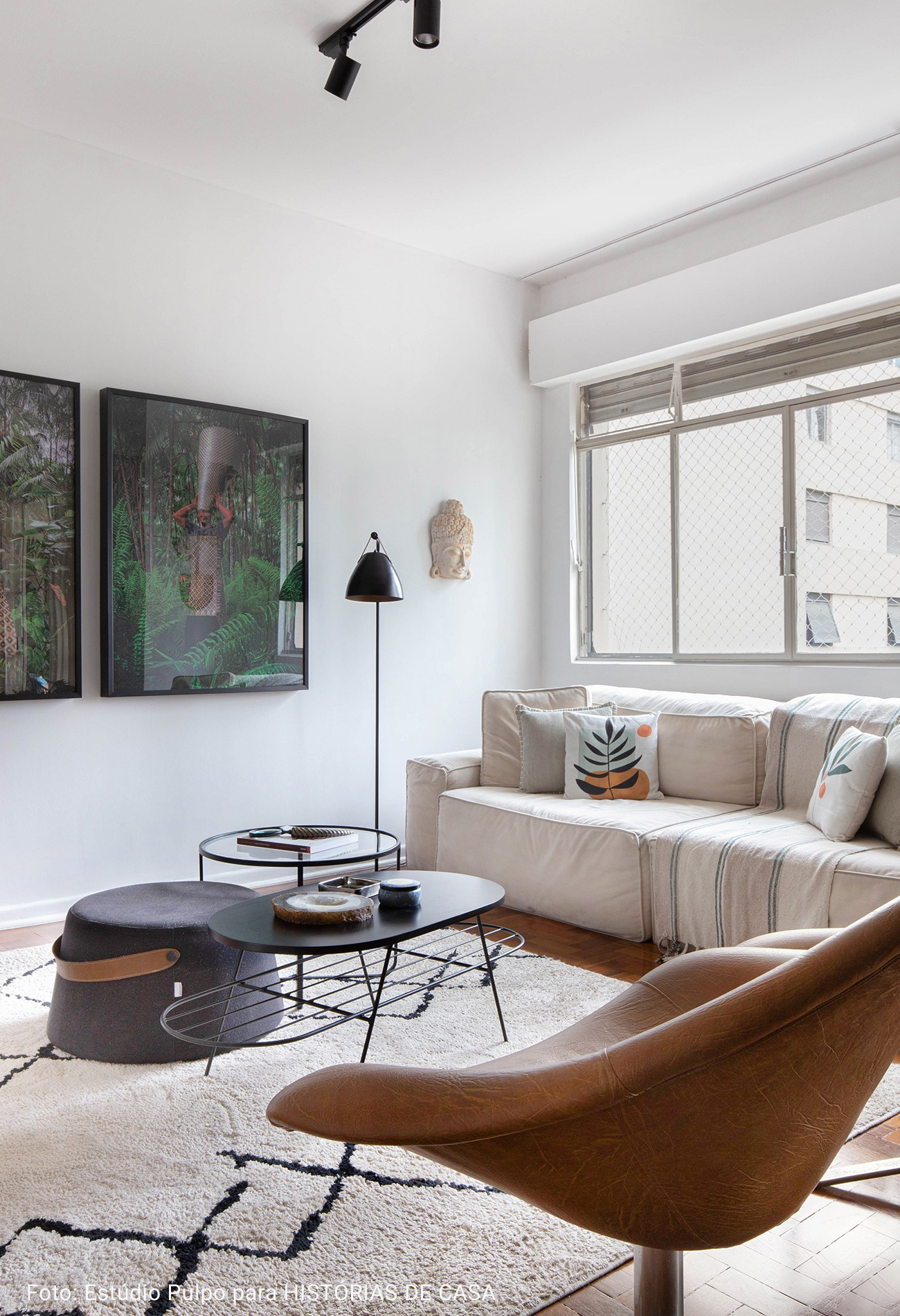 apartamento com poltrona de couro
