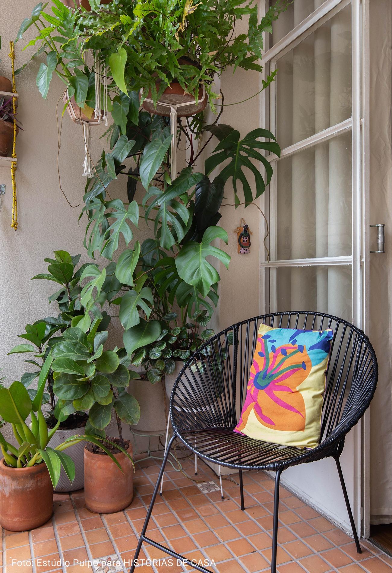 varanda com cadeira acapulco