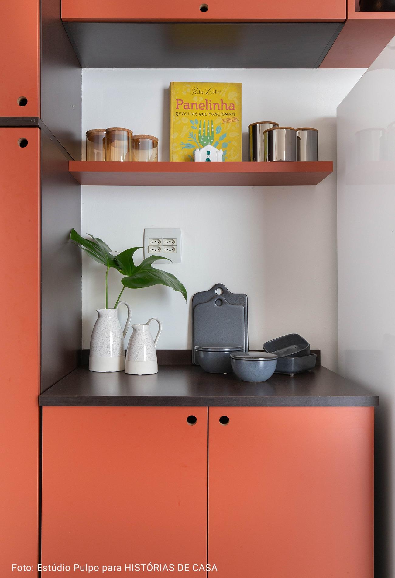 detalhe cozinha tábua de corte de pedra