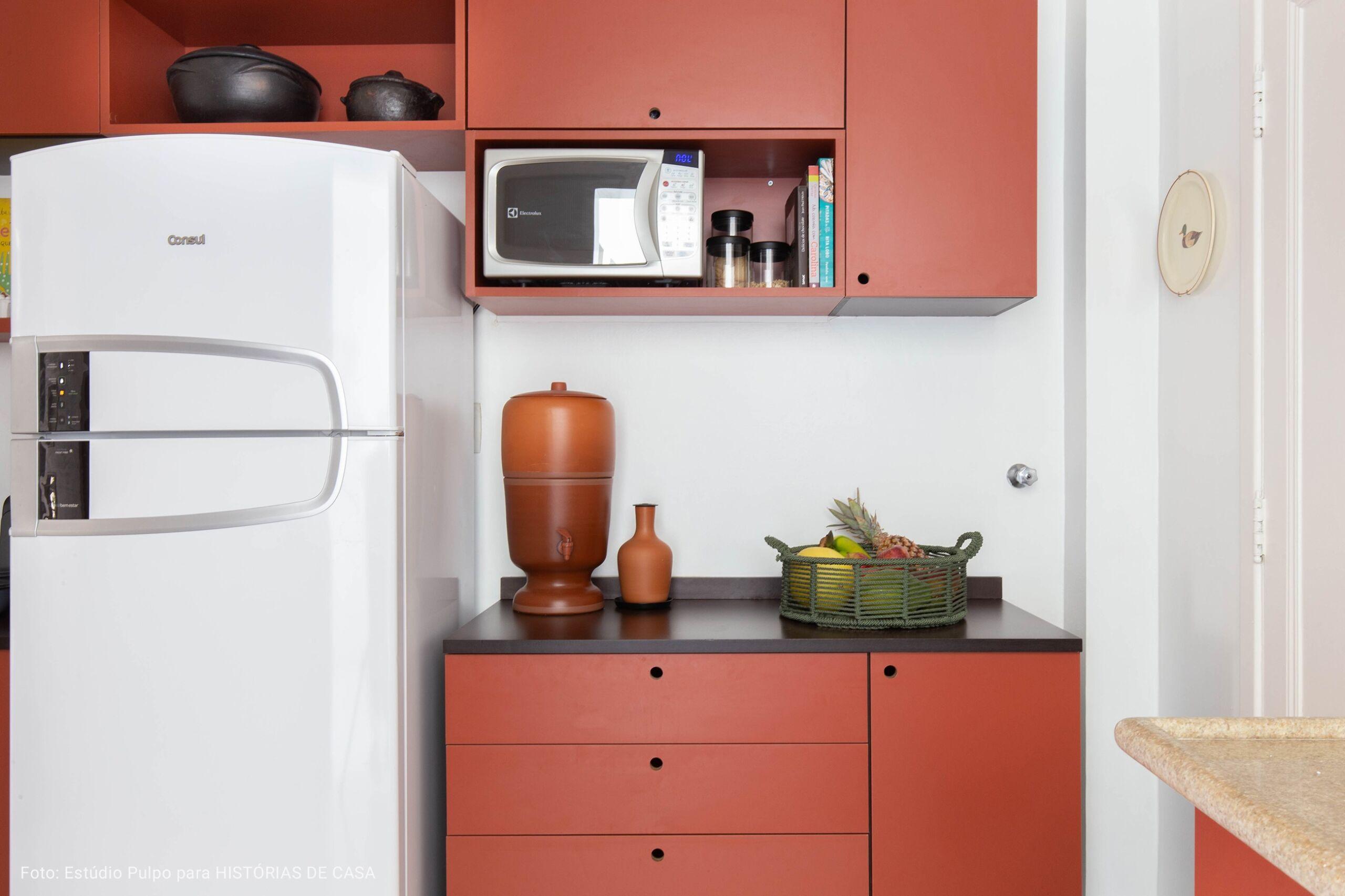 cozinha com filtro de barro