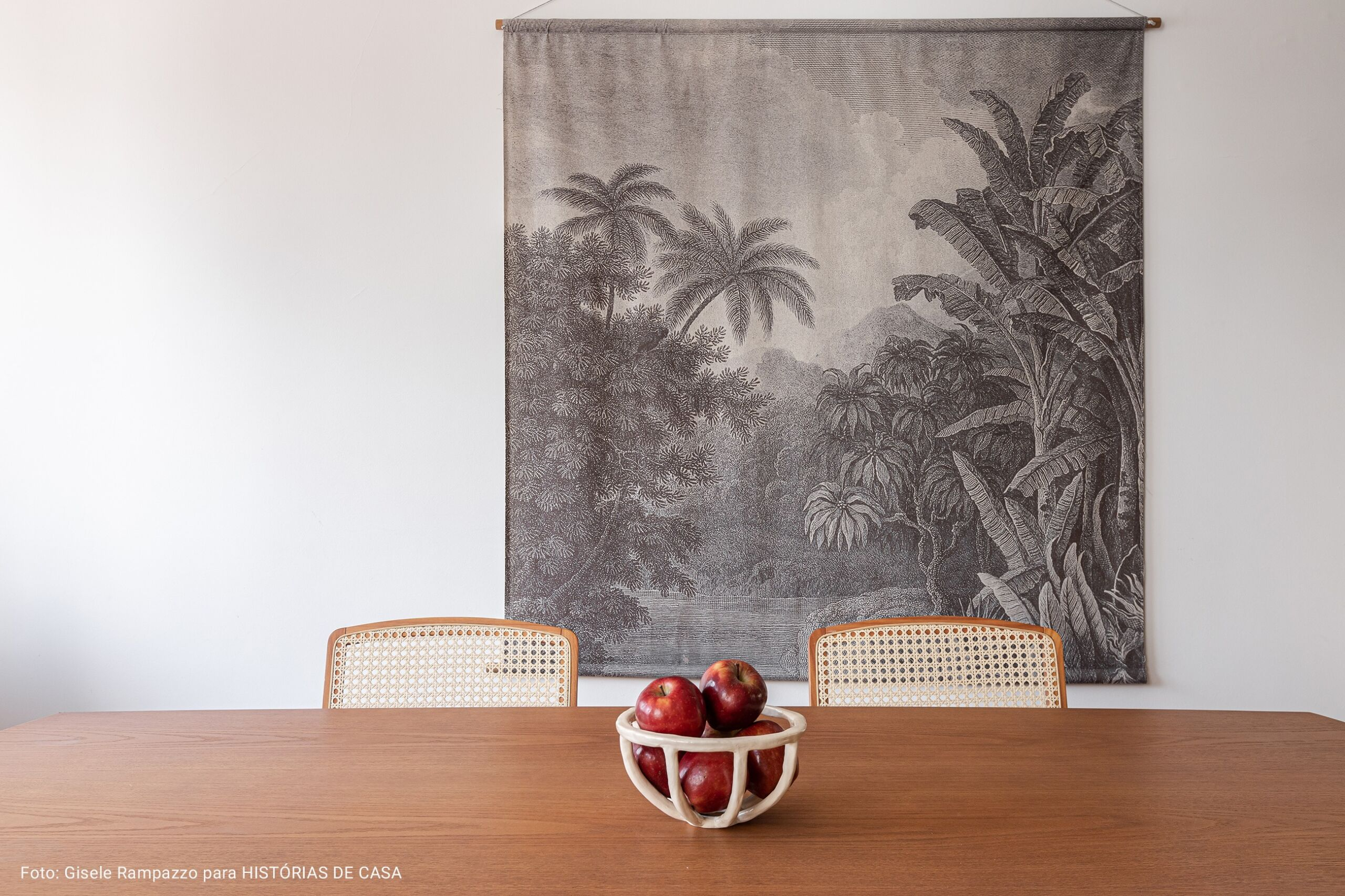 sla de jantar com tapeçaria antiga