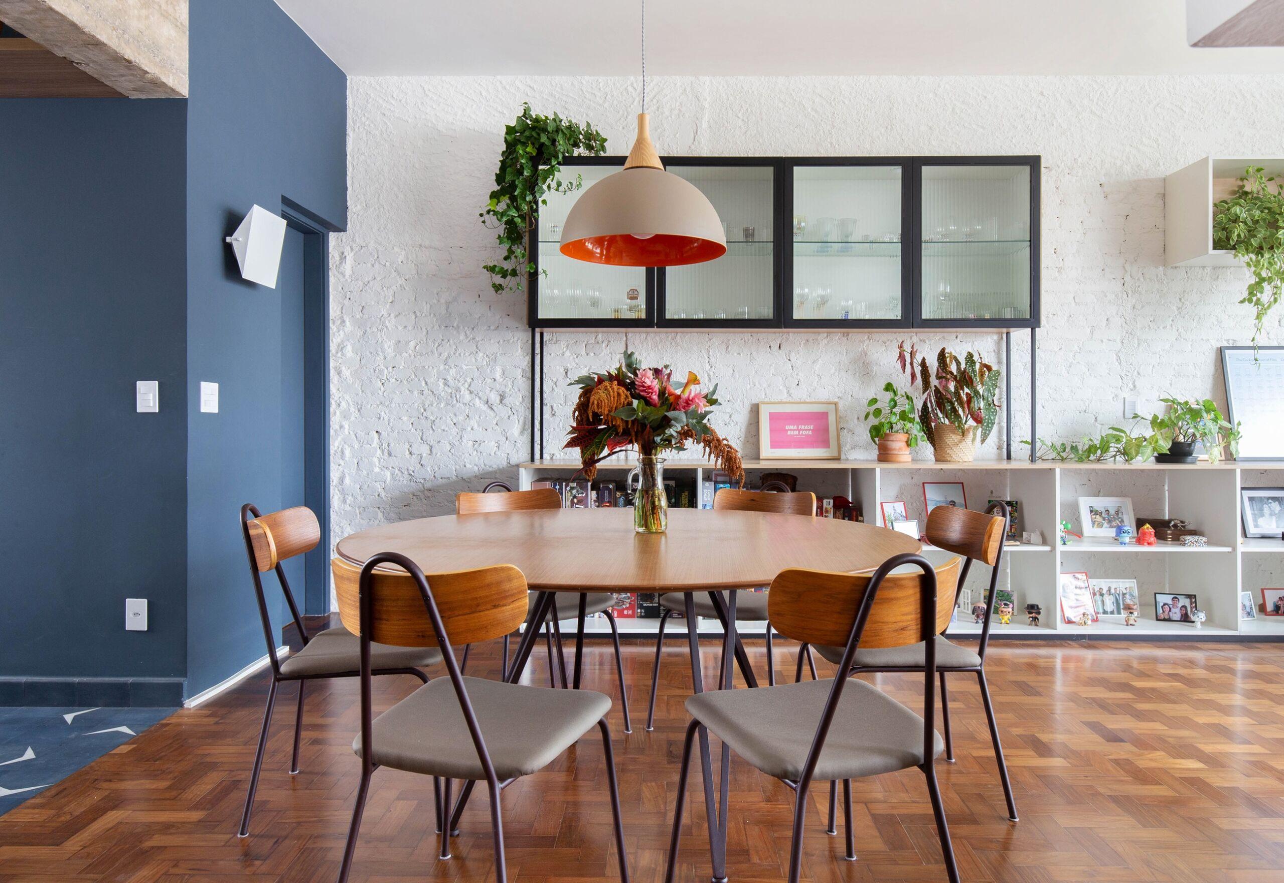 Apartamento colorido com móveis do Fernando Jaeger Design