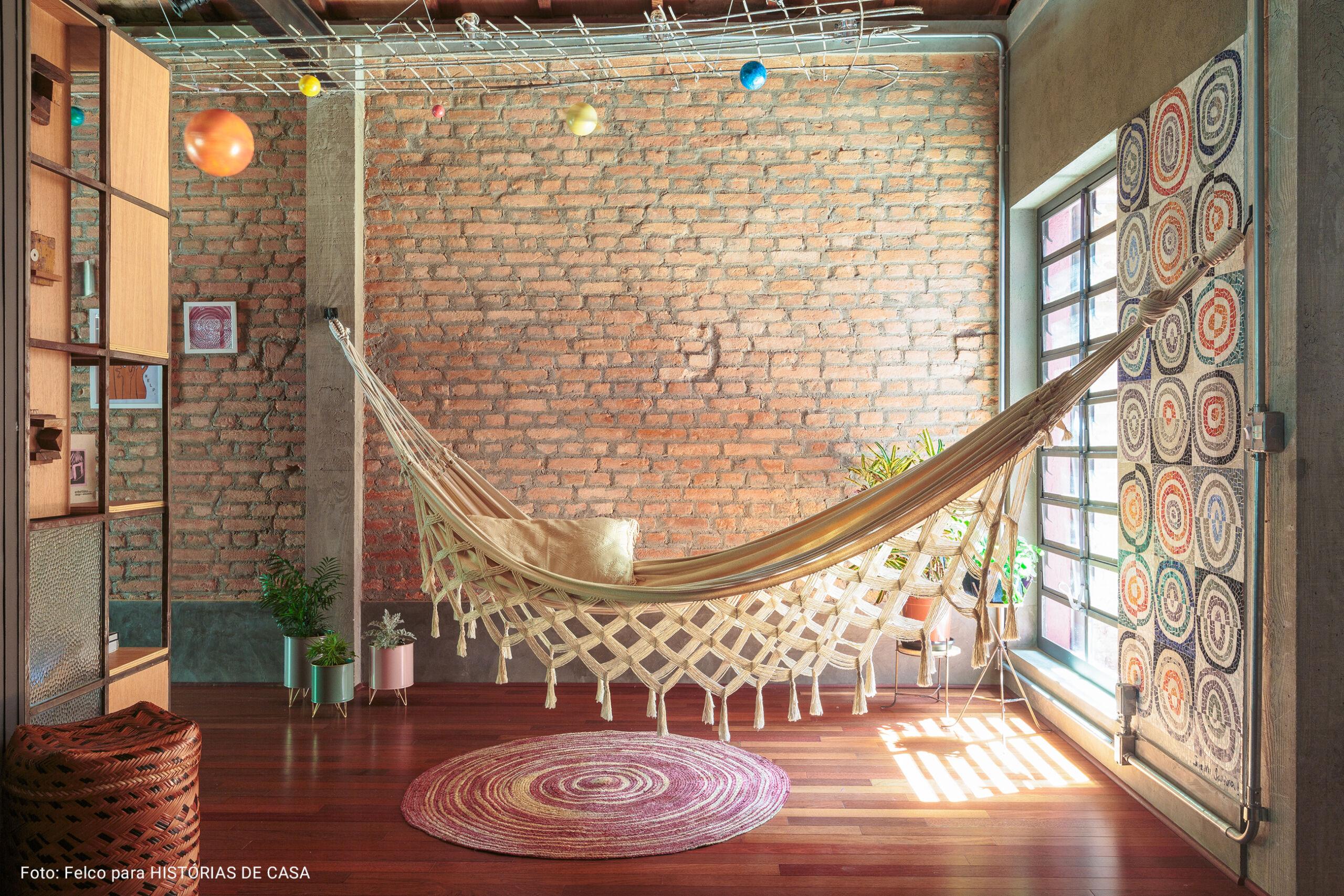 sala com rede bege de algodão
