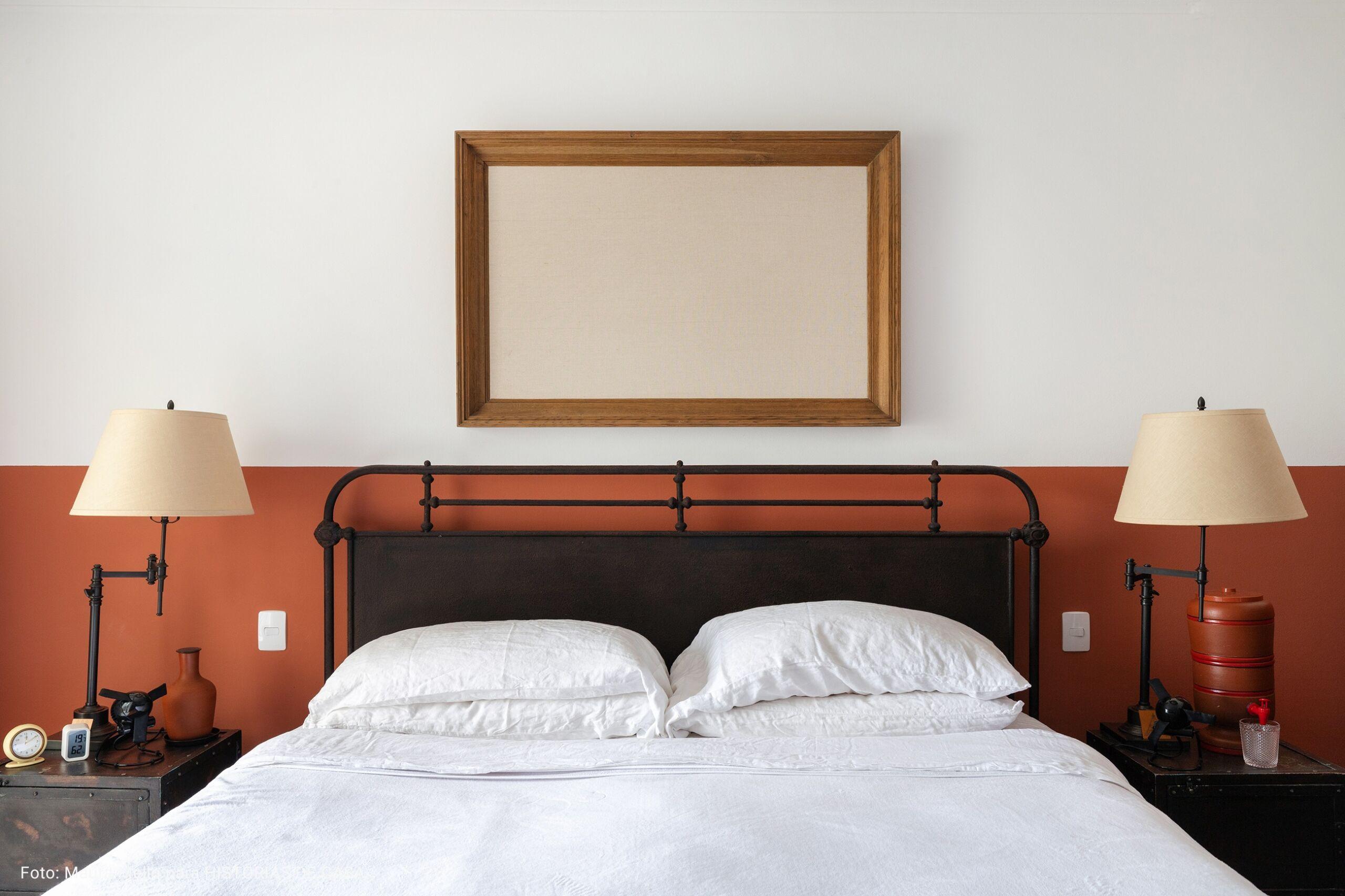 quarto com meia parede terracota