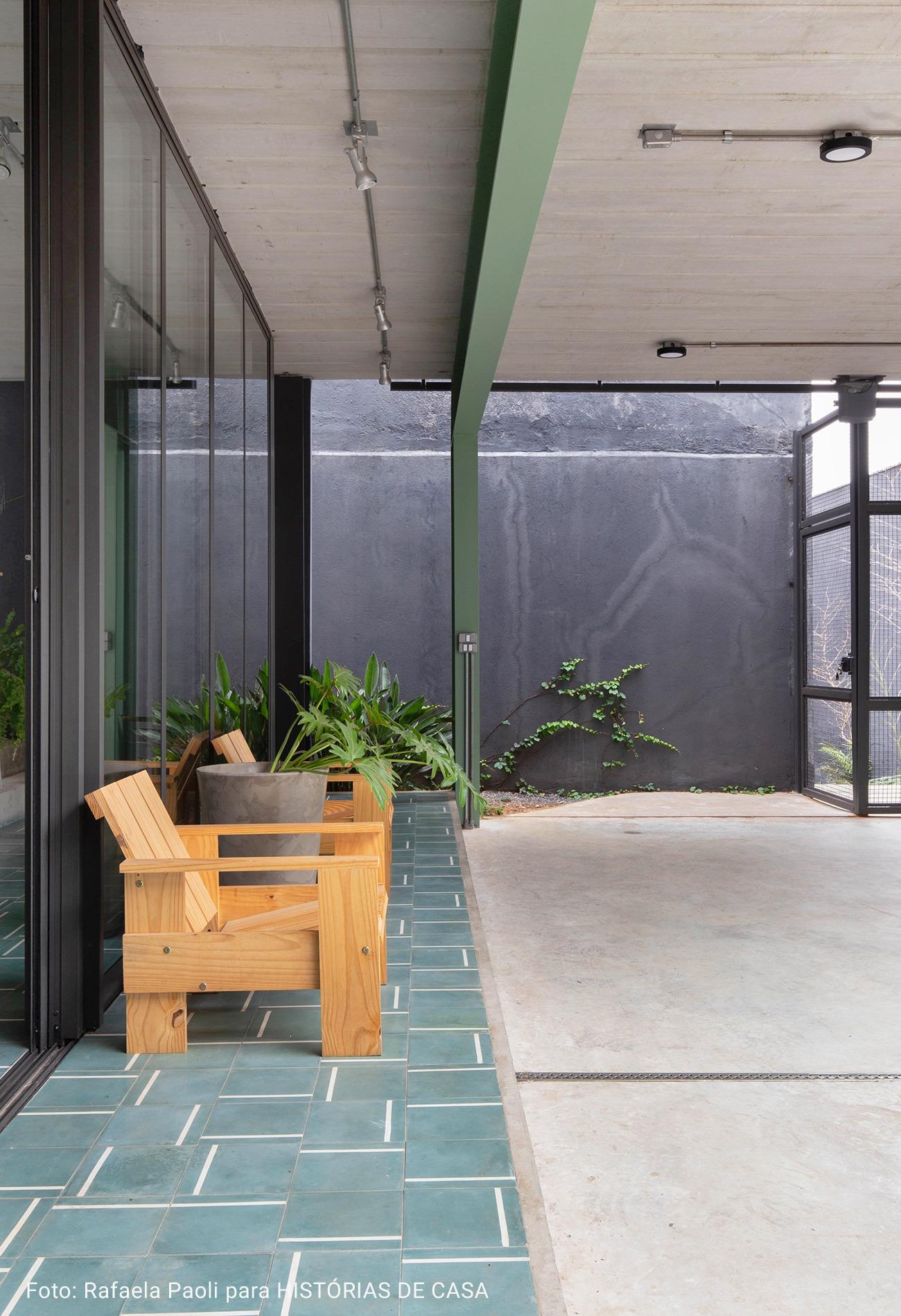 casa com piso de concreto
