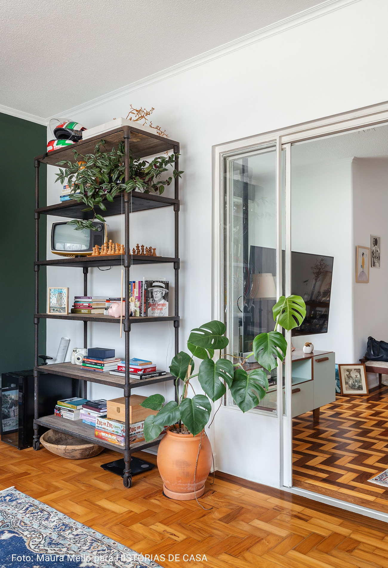 home office com prateleira industrial