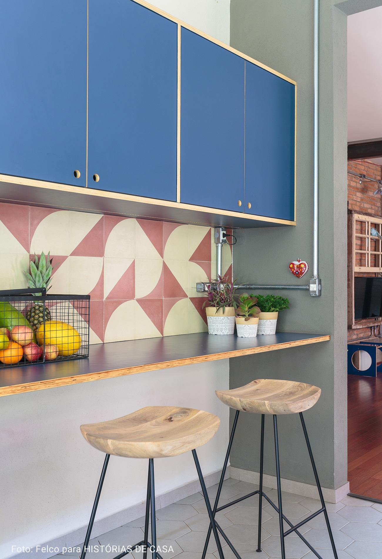 banqueta de cozinha de madeira
