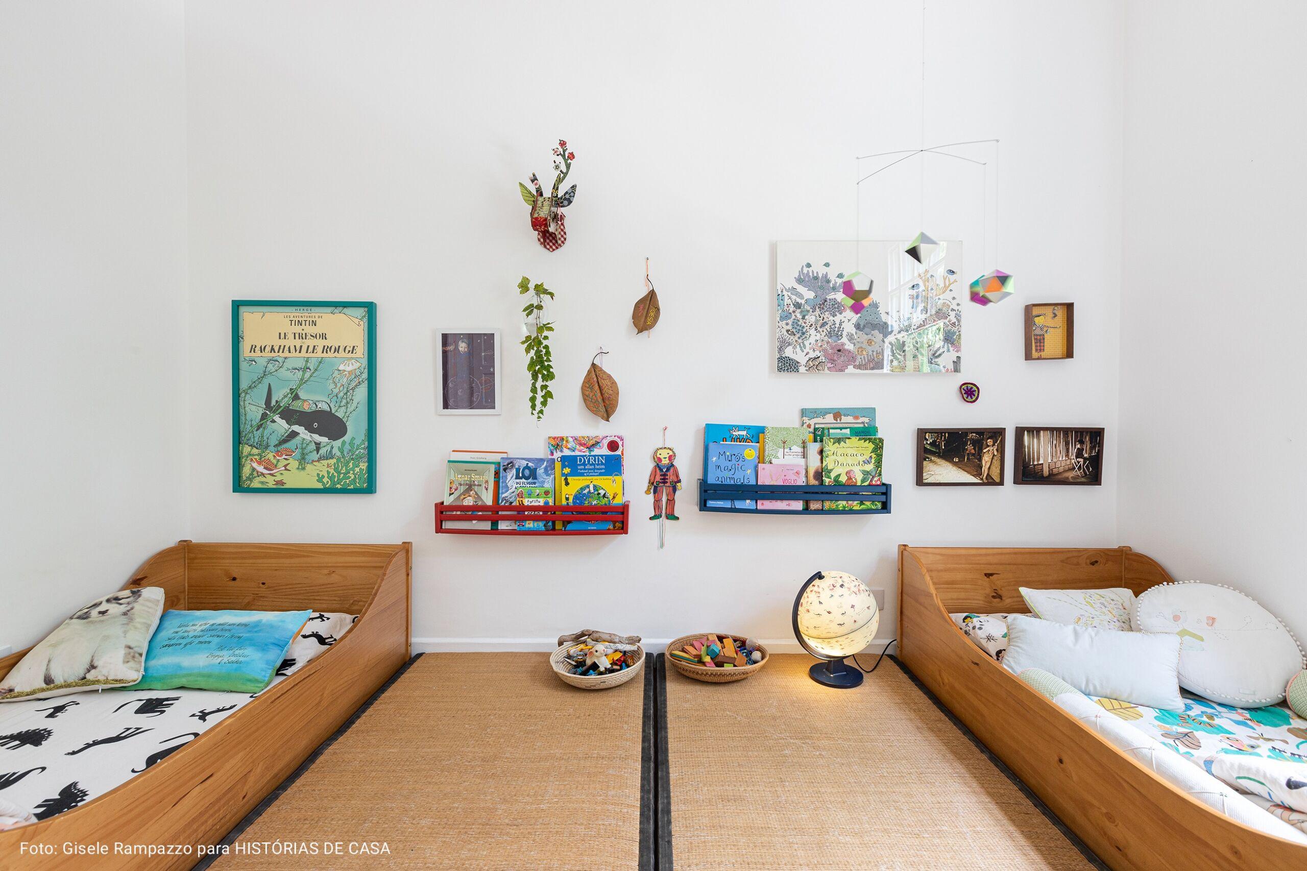 quarto infantil com globo terestre