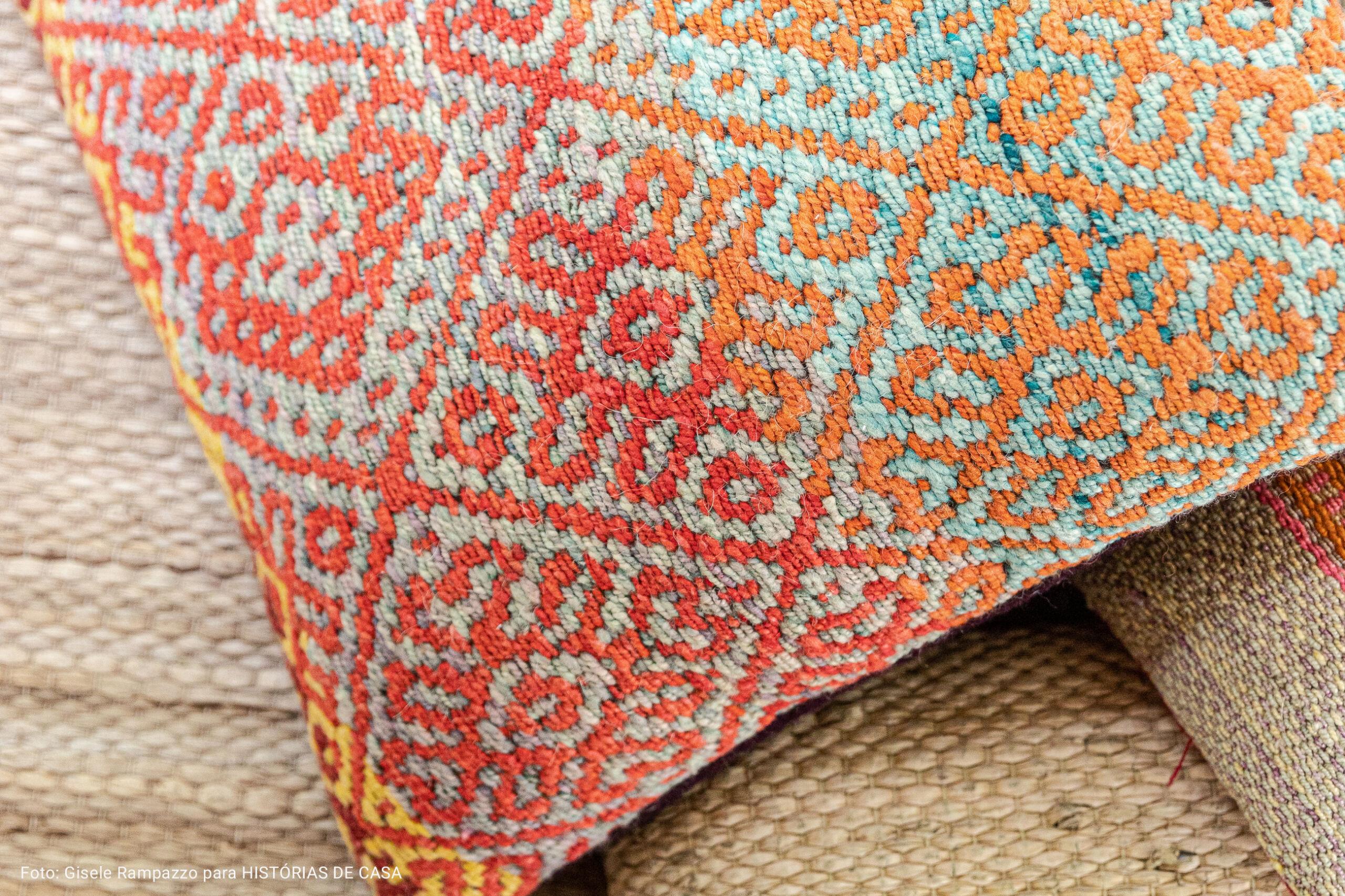 Almofadas com texturas naturais
