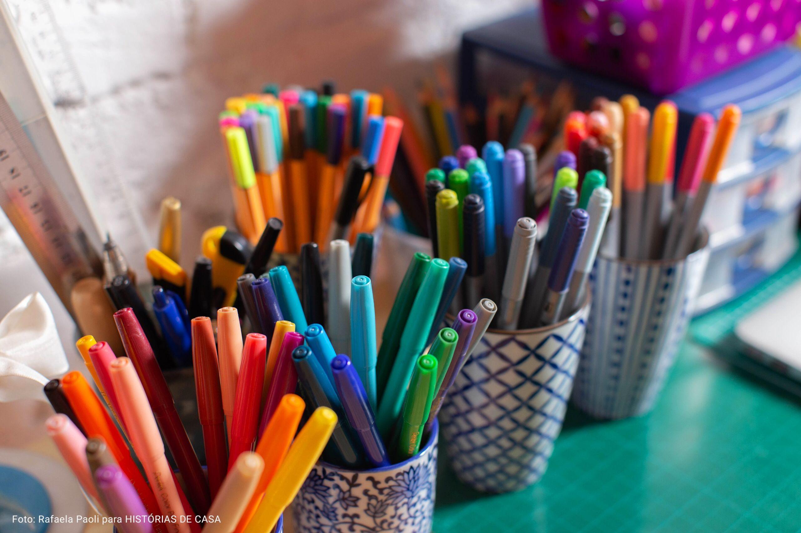 detalhe canetinhas em home office