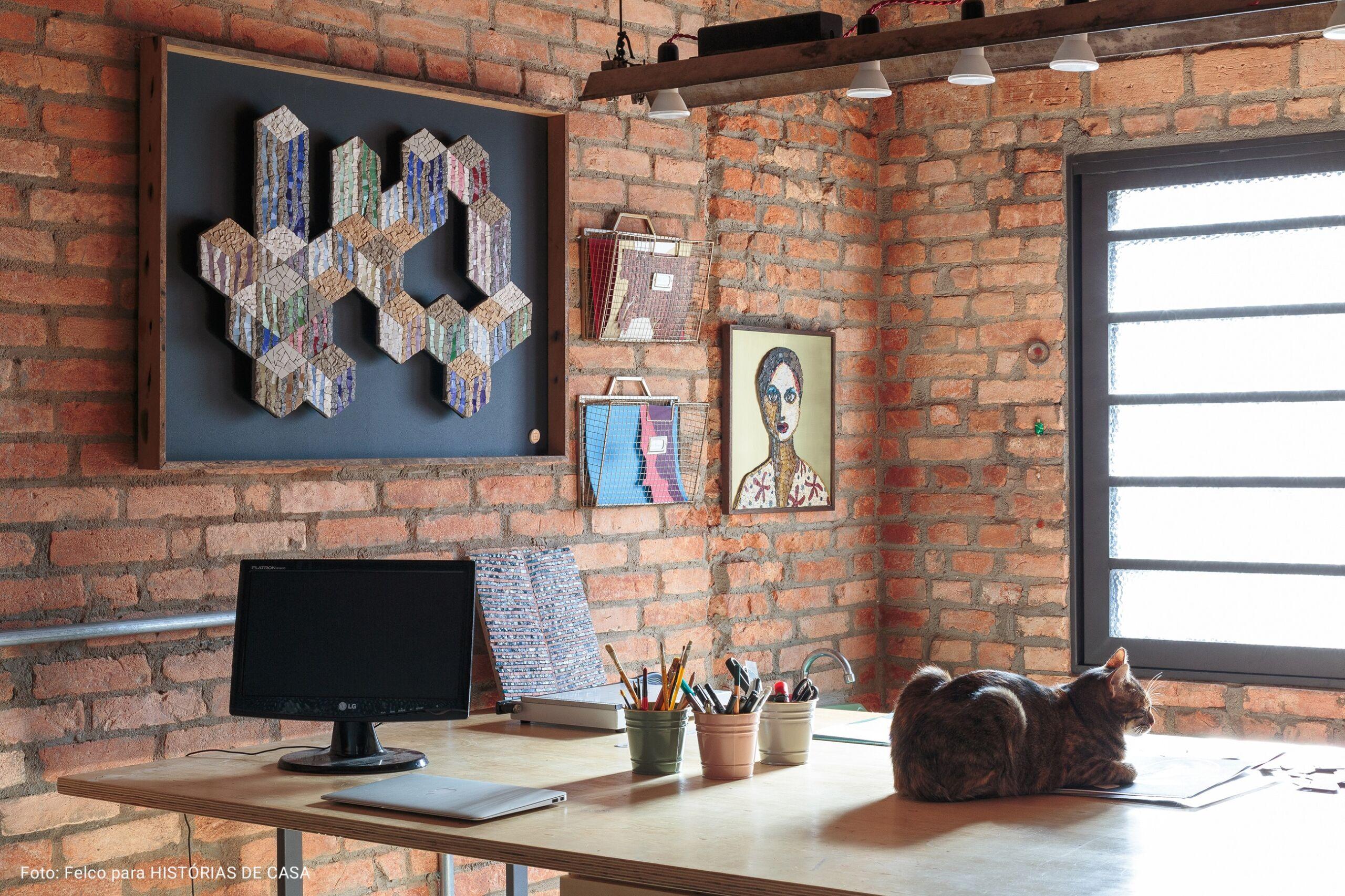 escritorio com quadro texturizado