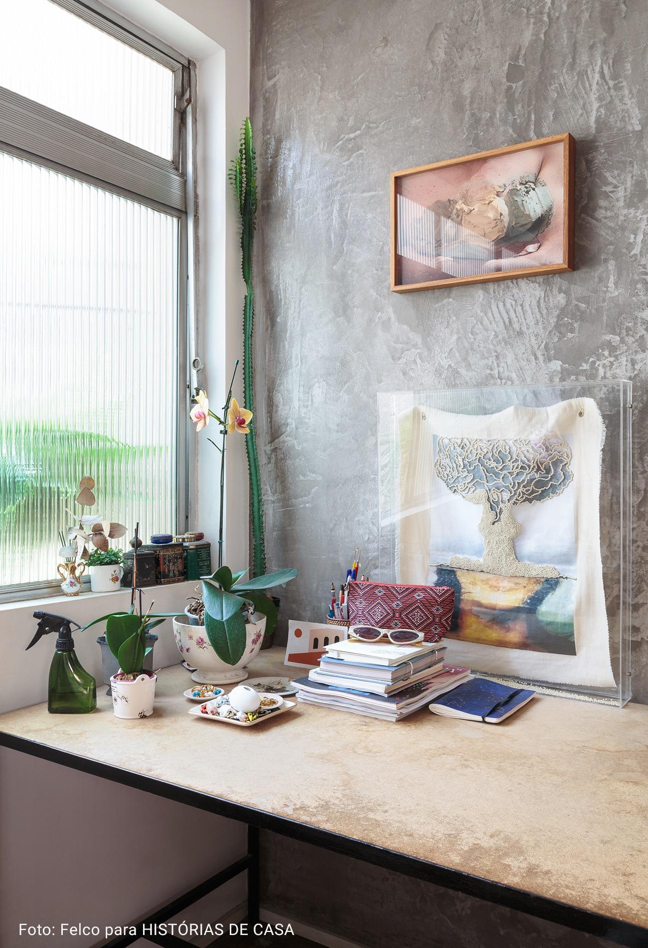 home office com parede cinza