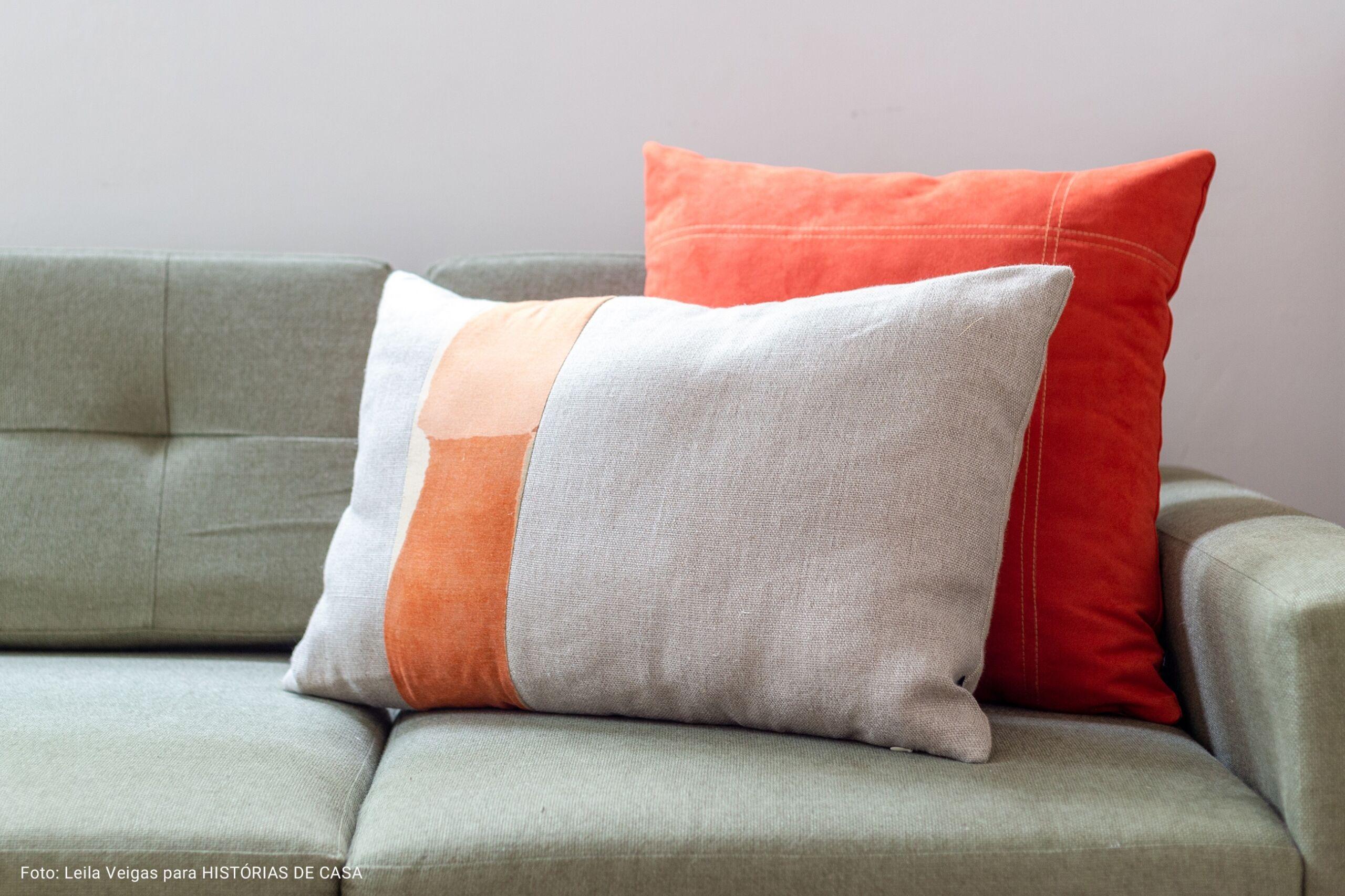 sofá com capa oliva