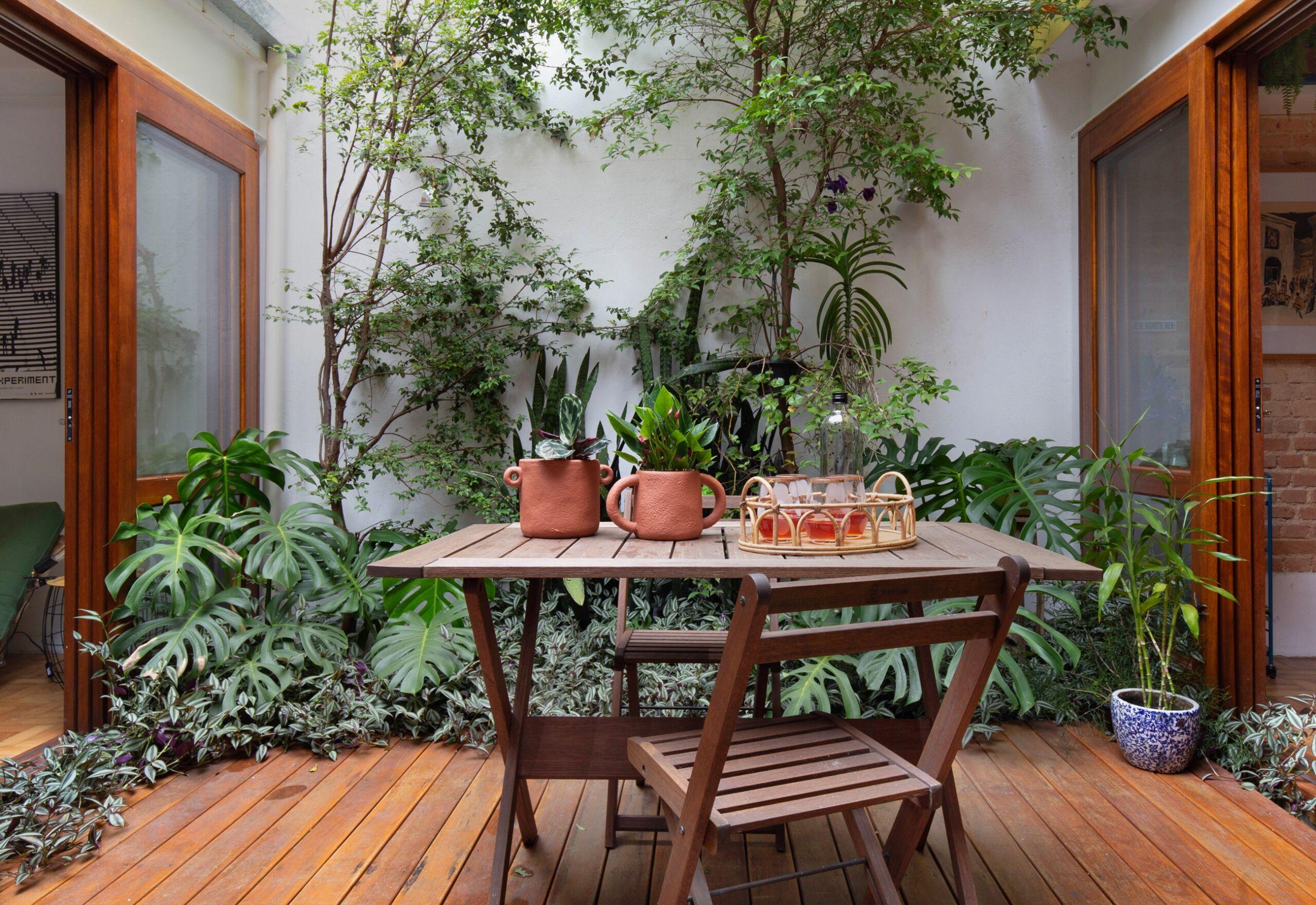 varanda com vegetação dominante
