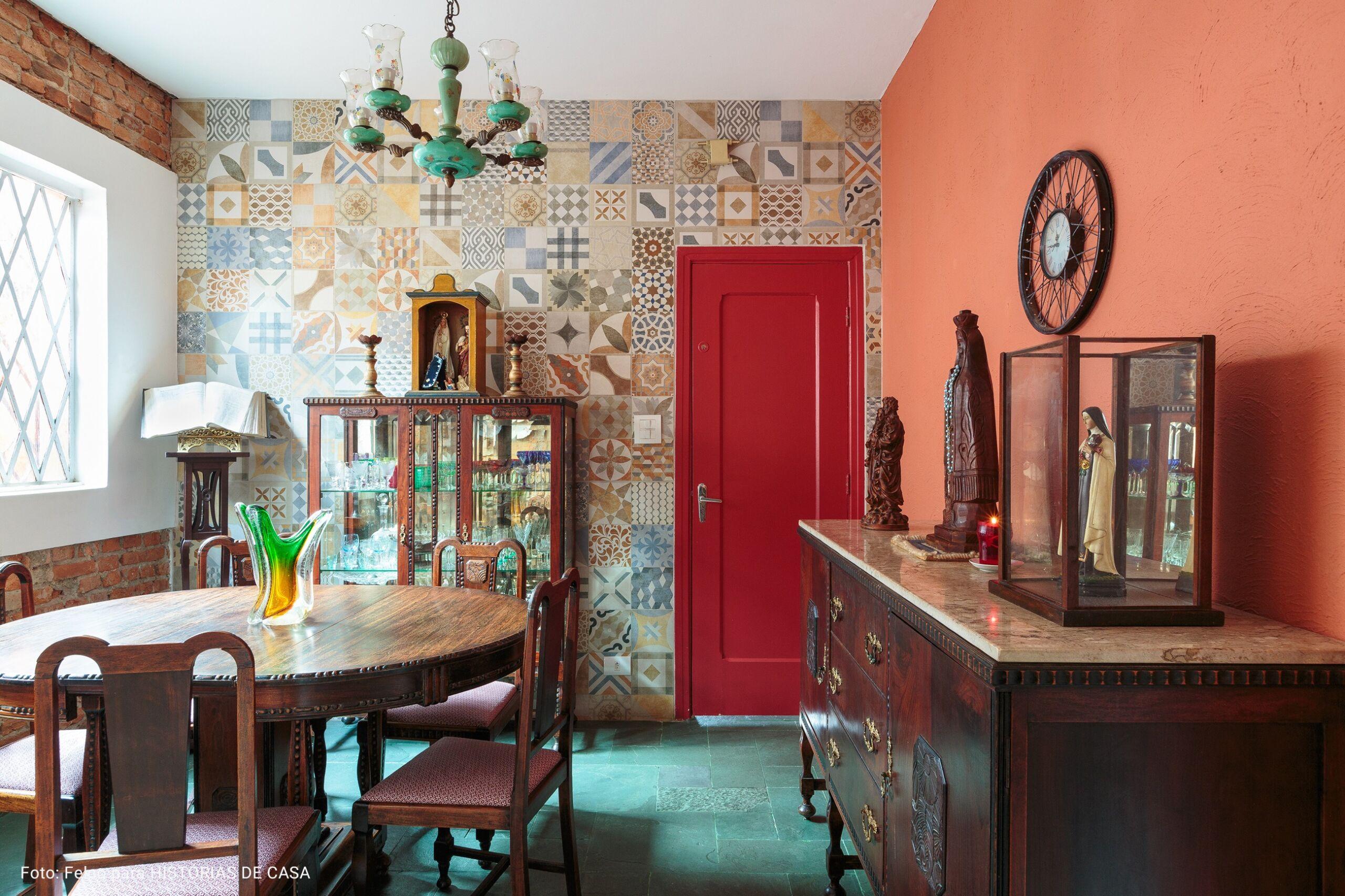 cozinha com parede de ladrilhos