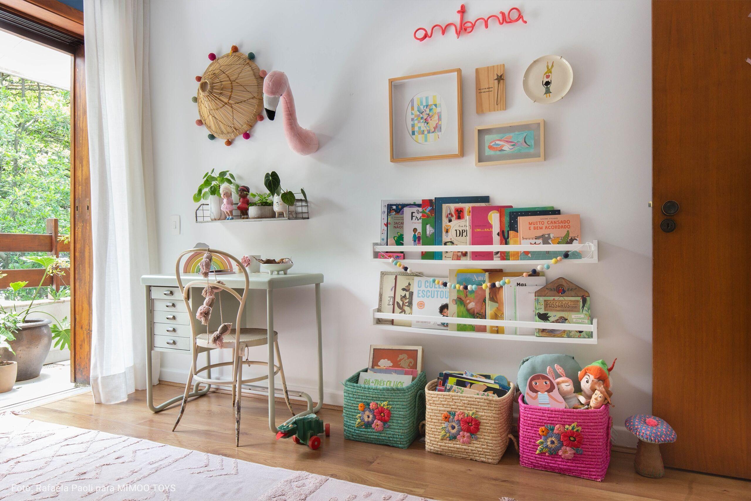 quarto infantil com cesto de palha