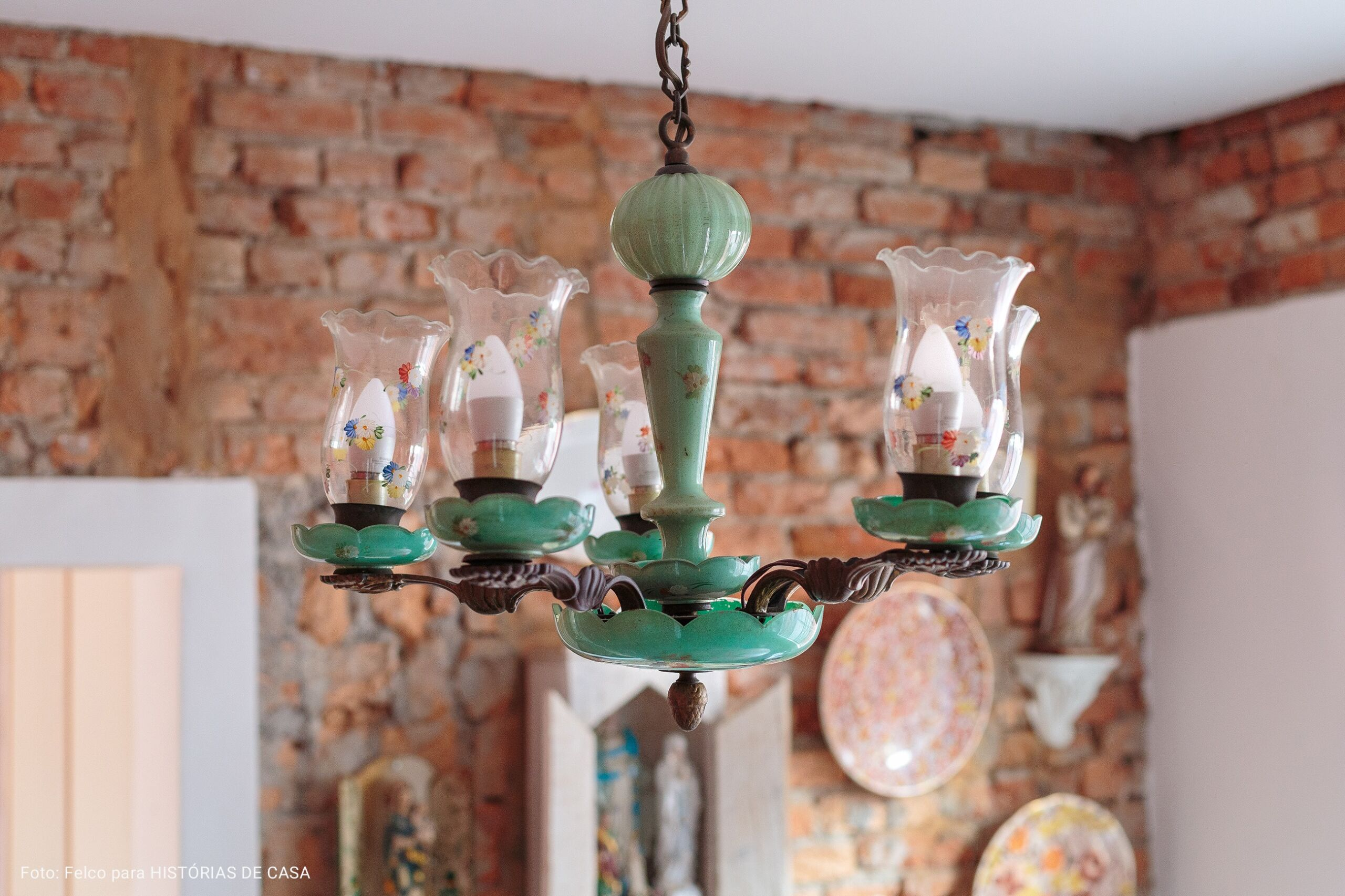 sala de jantar com lustre vintage