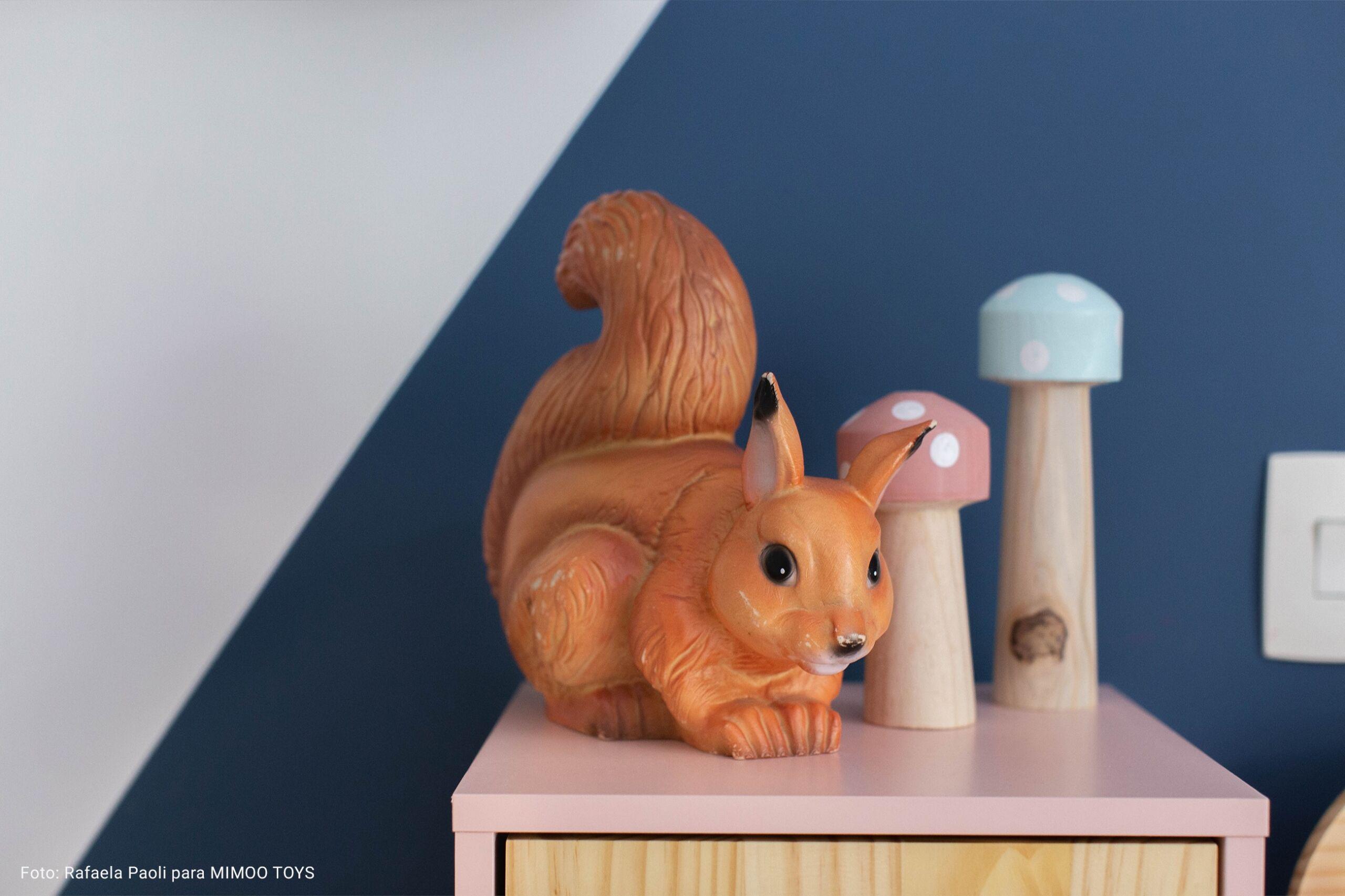 detalhe quarto infantil com escultura