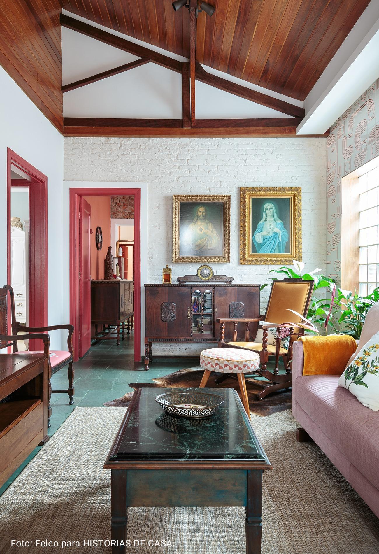 sala com móveis antigos
