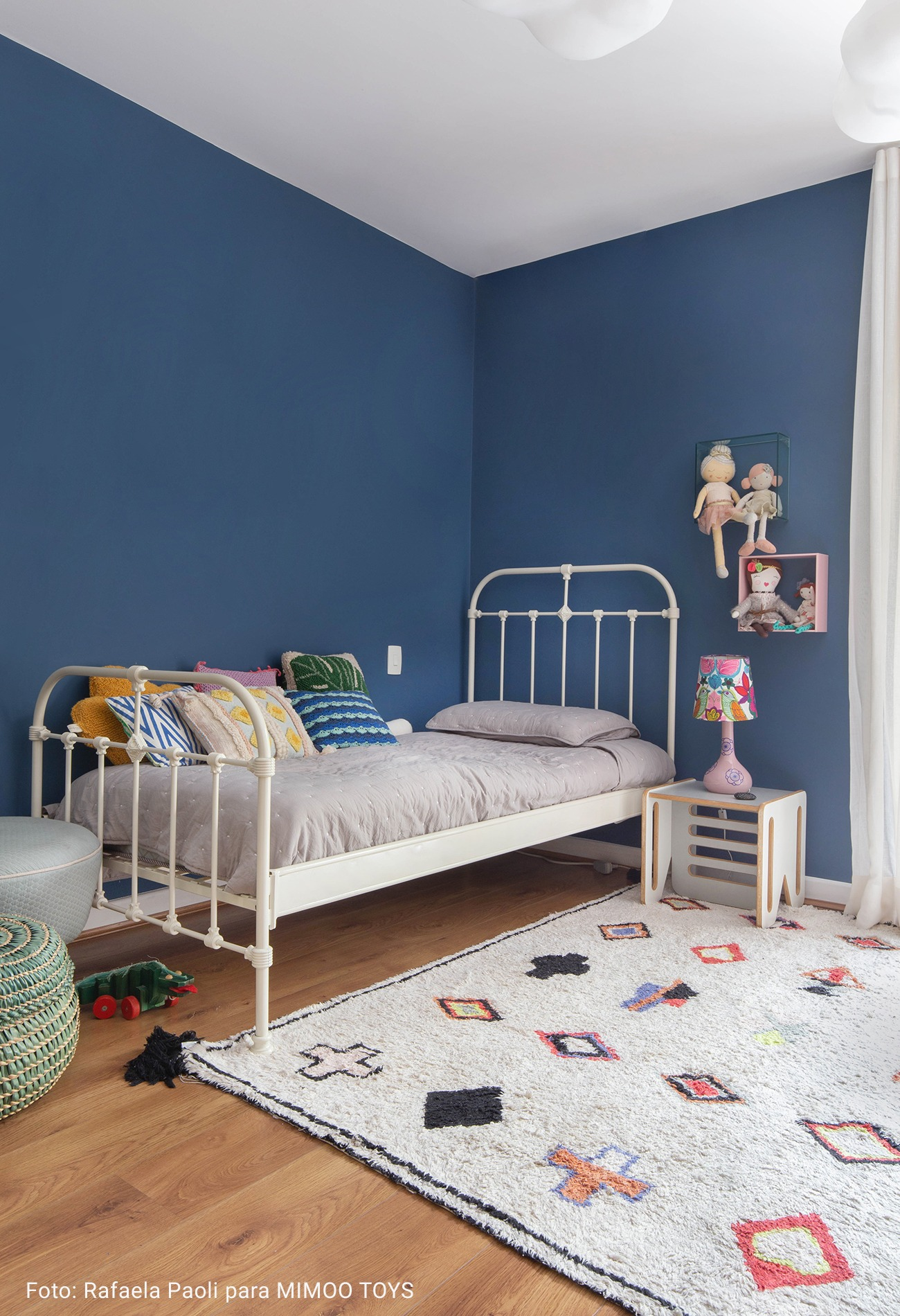 quarto infantil com tapete geométrico
