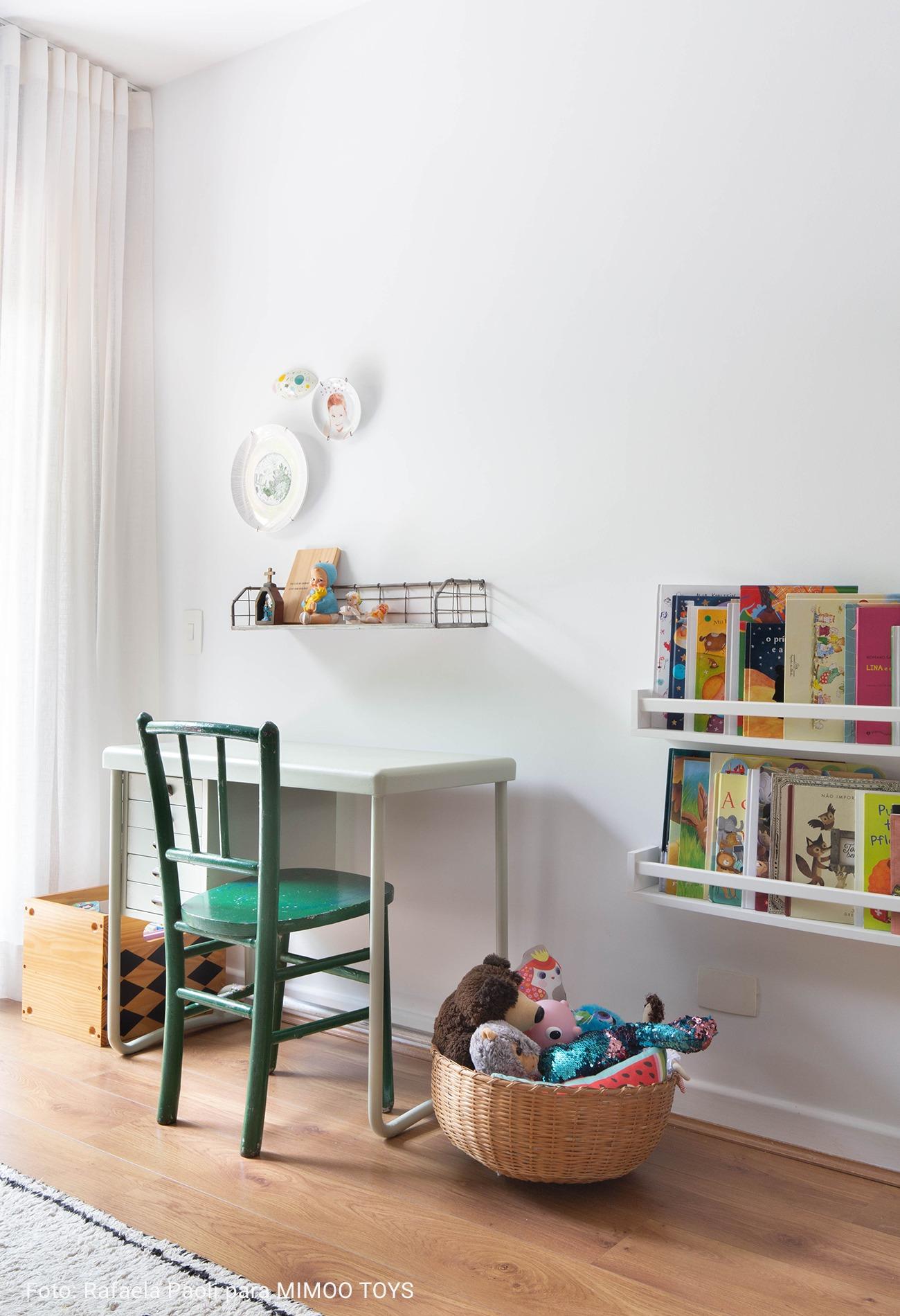 quarto infantil com cadeira verde