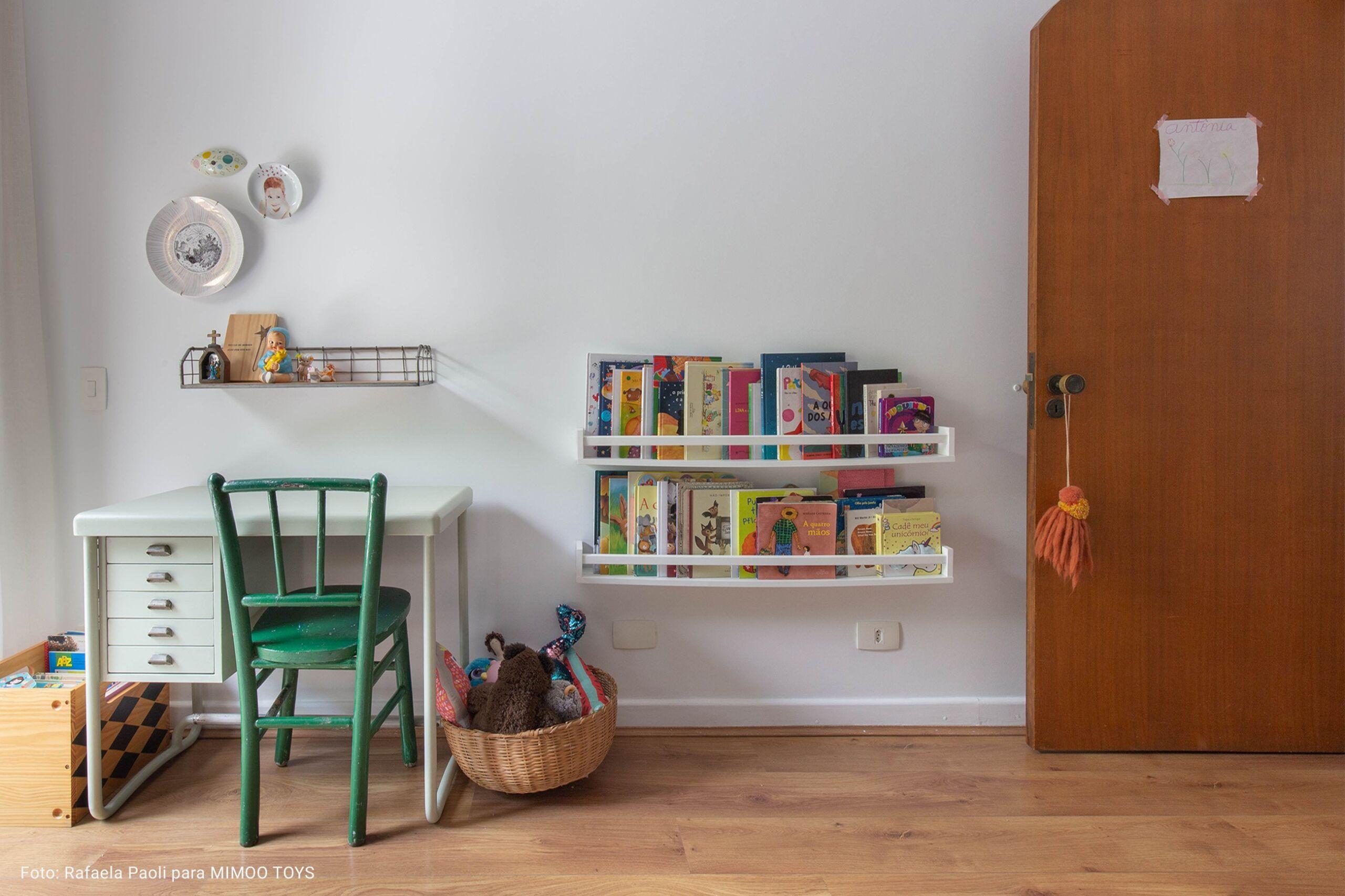 quarto dde criancça com cadeira verde