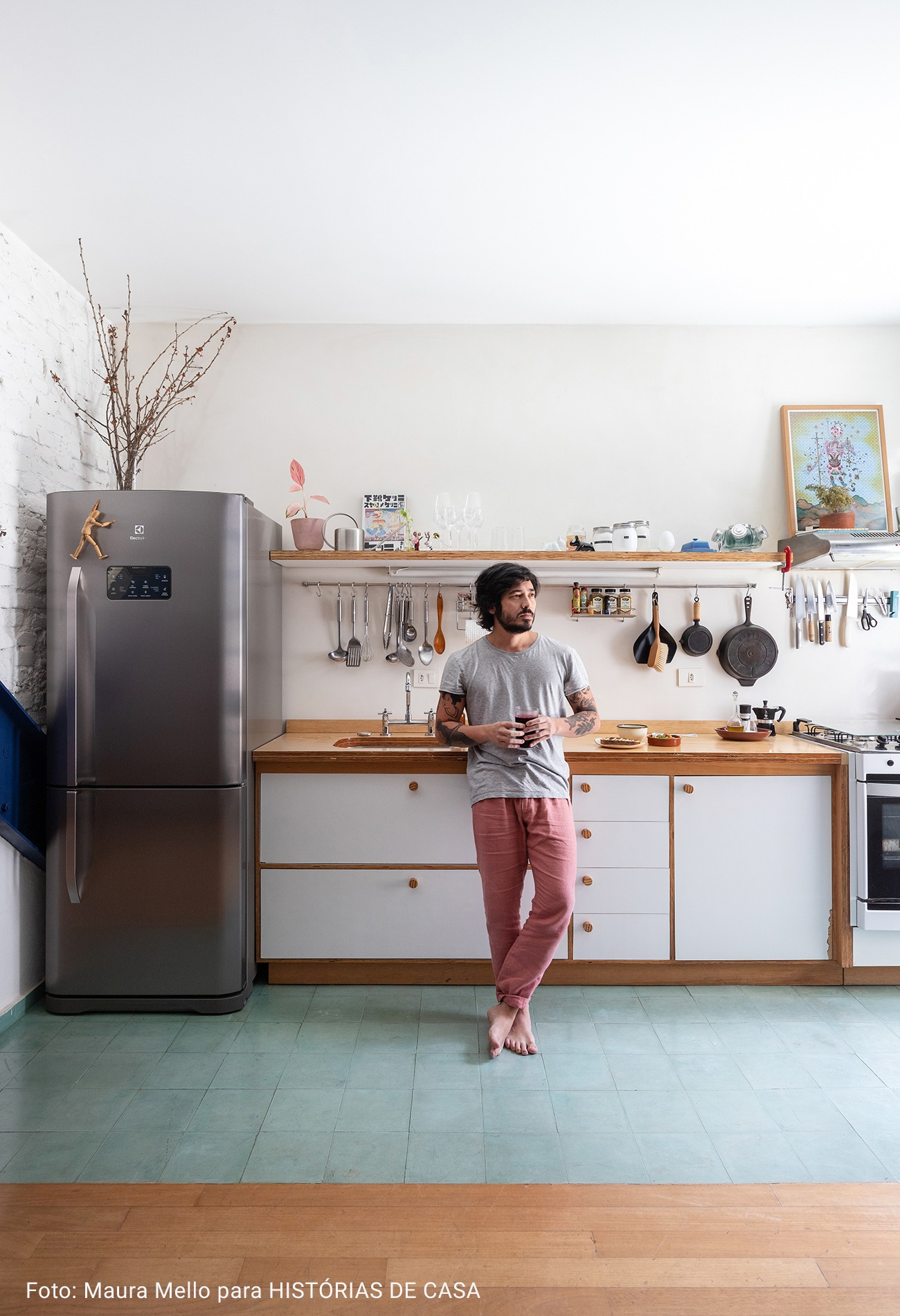 cozinha com piso de pedra azul
