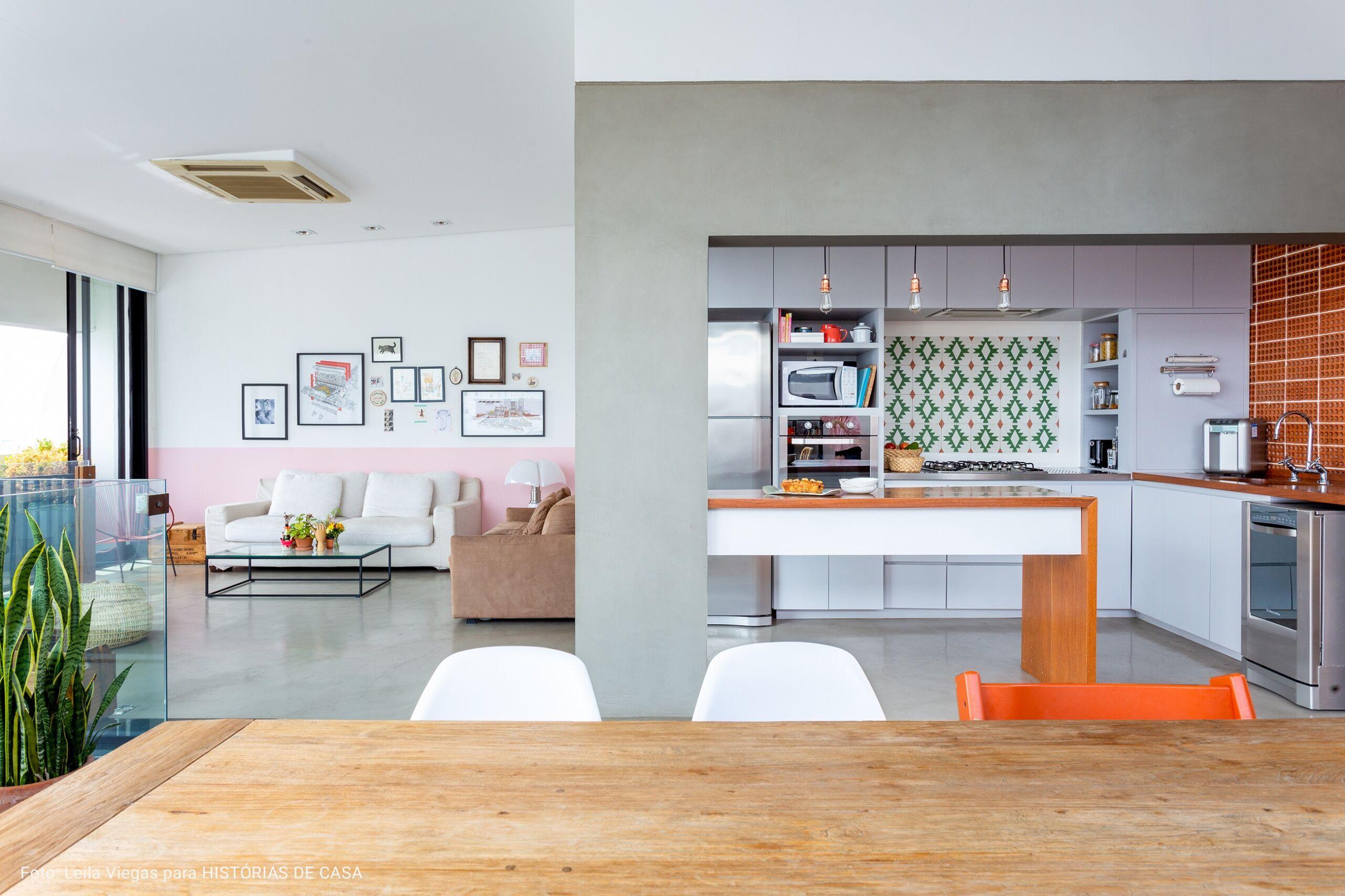 cozinha integrada em sala ampla