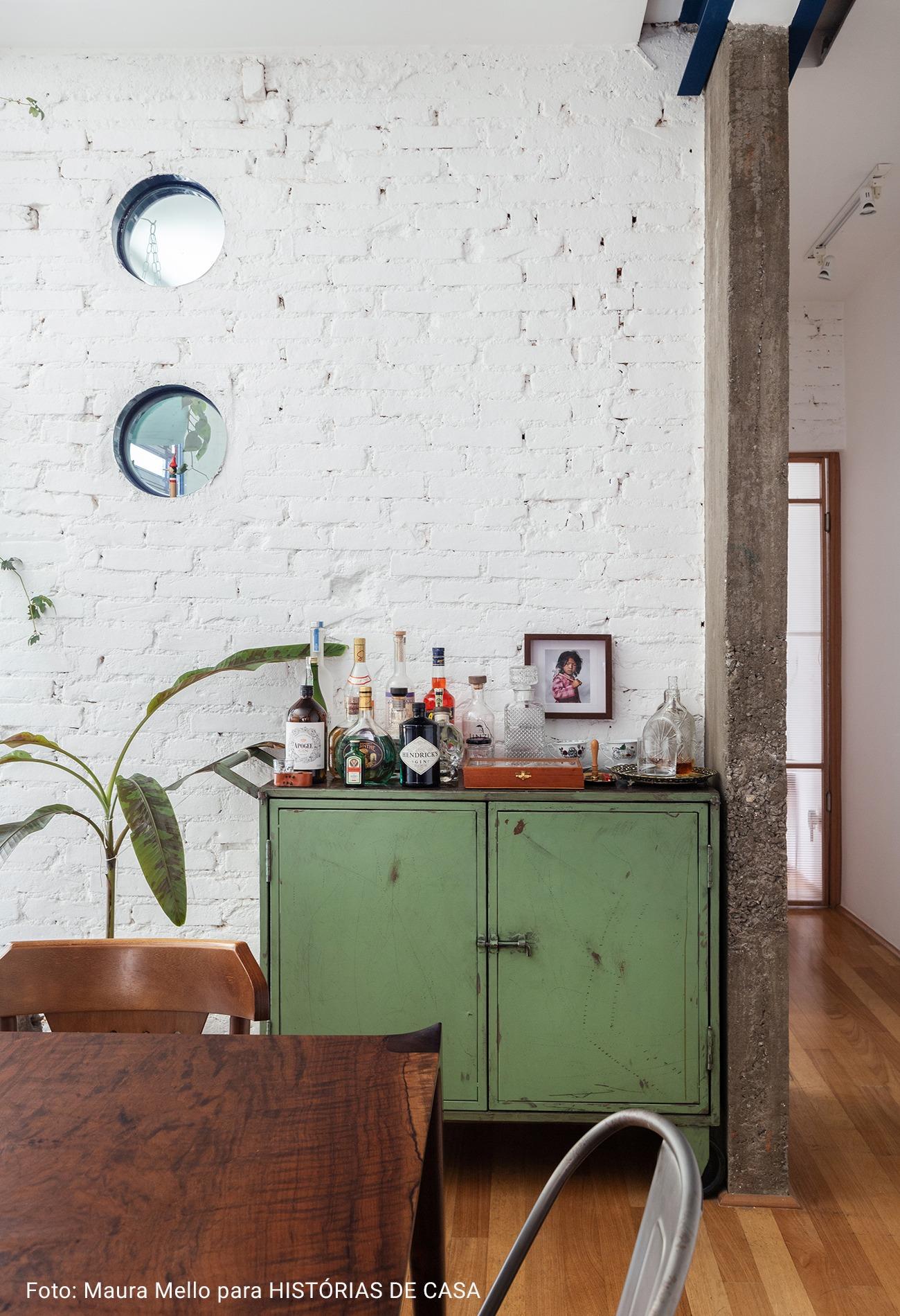 sala com armário verde