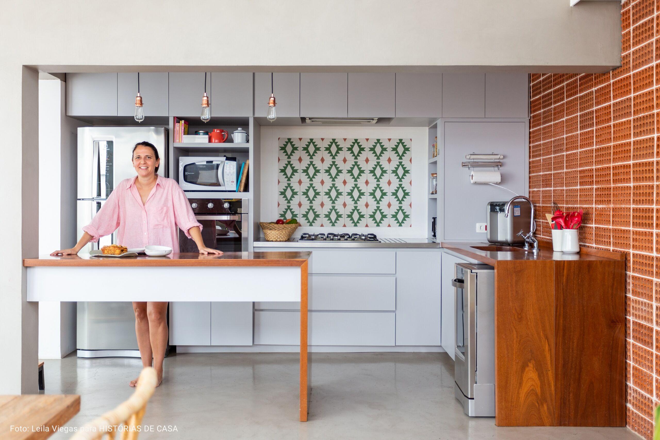 cozinha com vigas de concreto