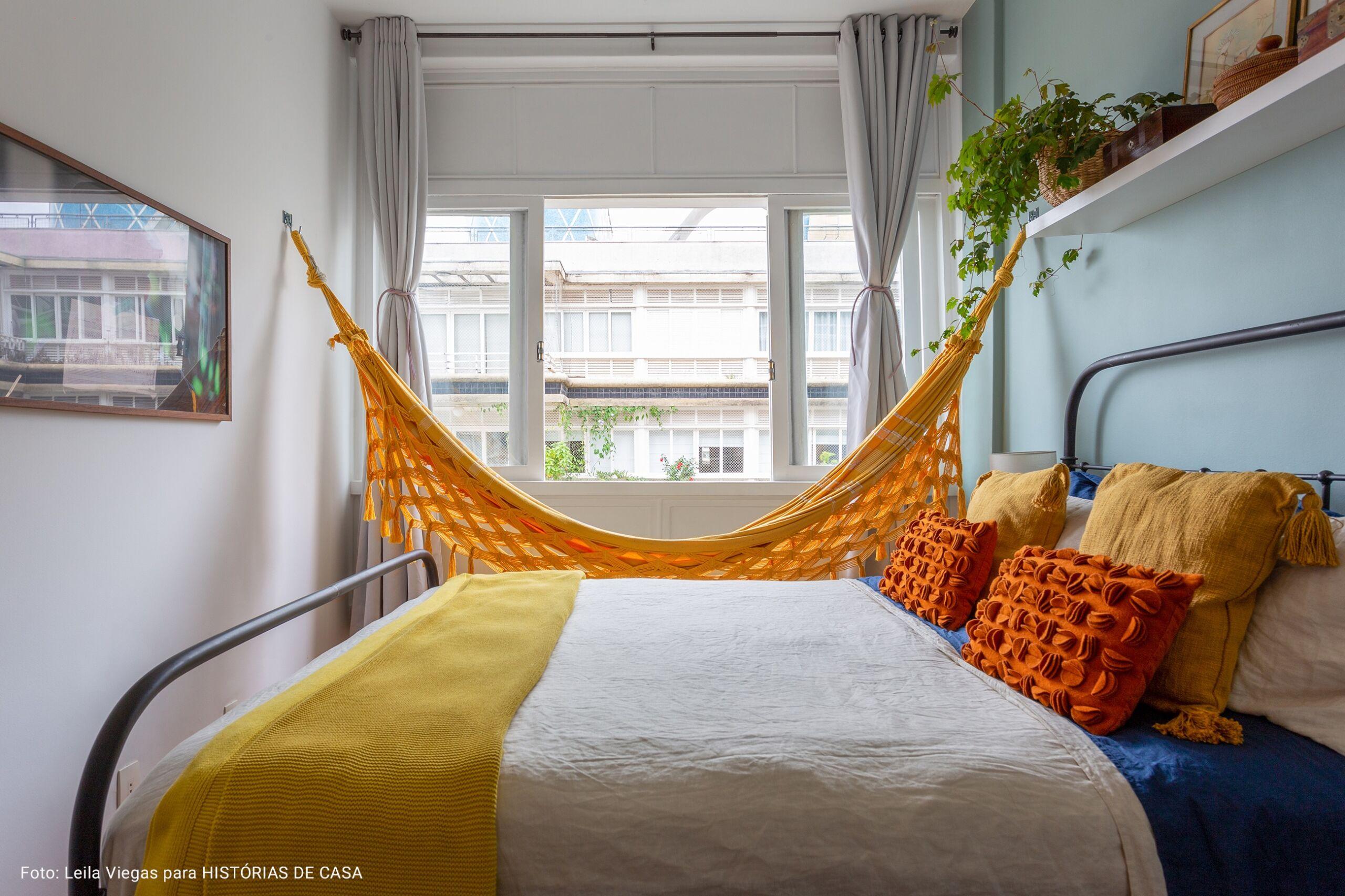 quarto com rede amarela