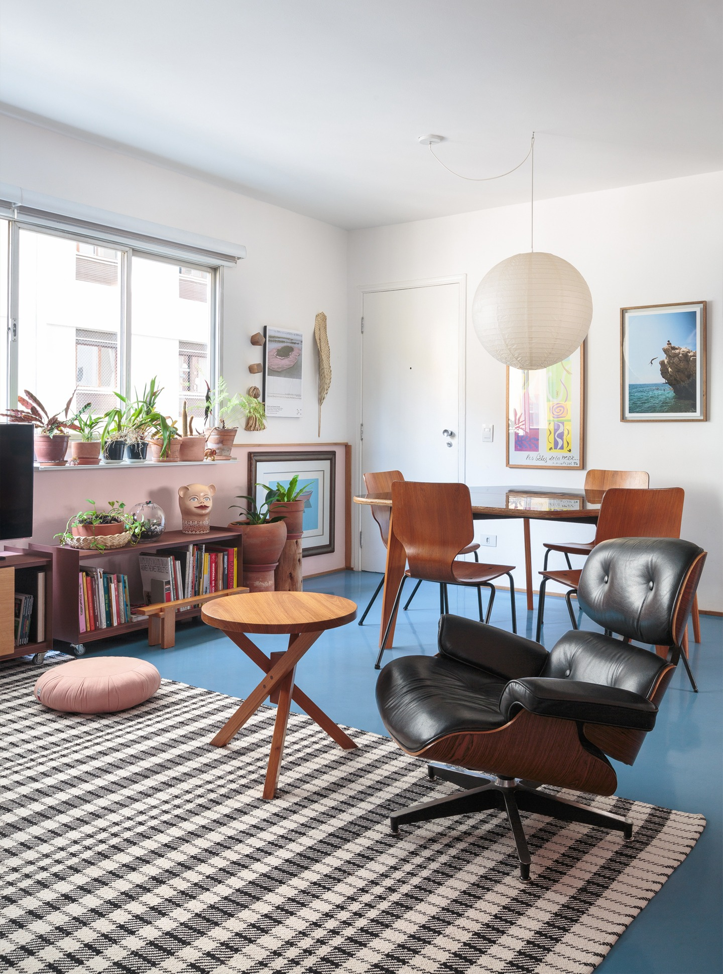 sala com tapete quadriculada