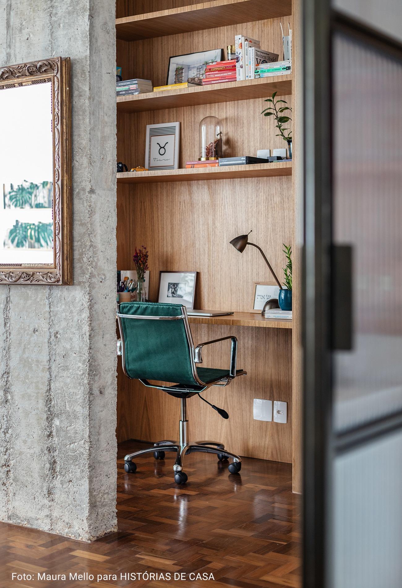 detalhe home office com cadeira verde