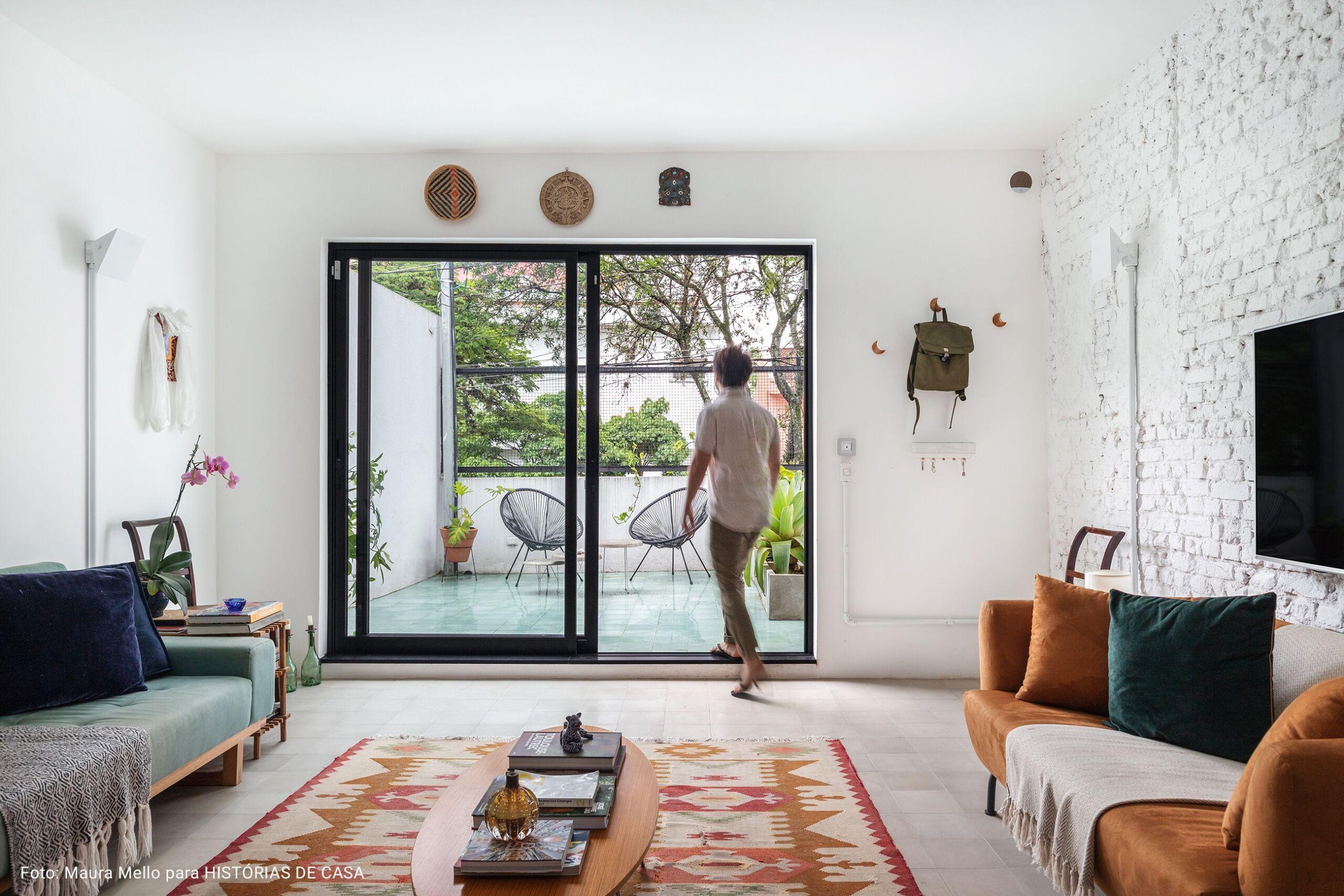 sala com porta para a varanda