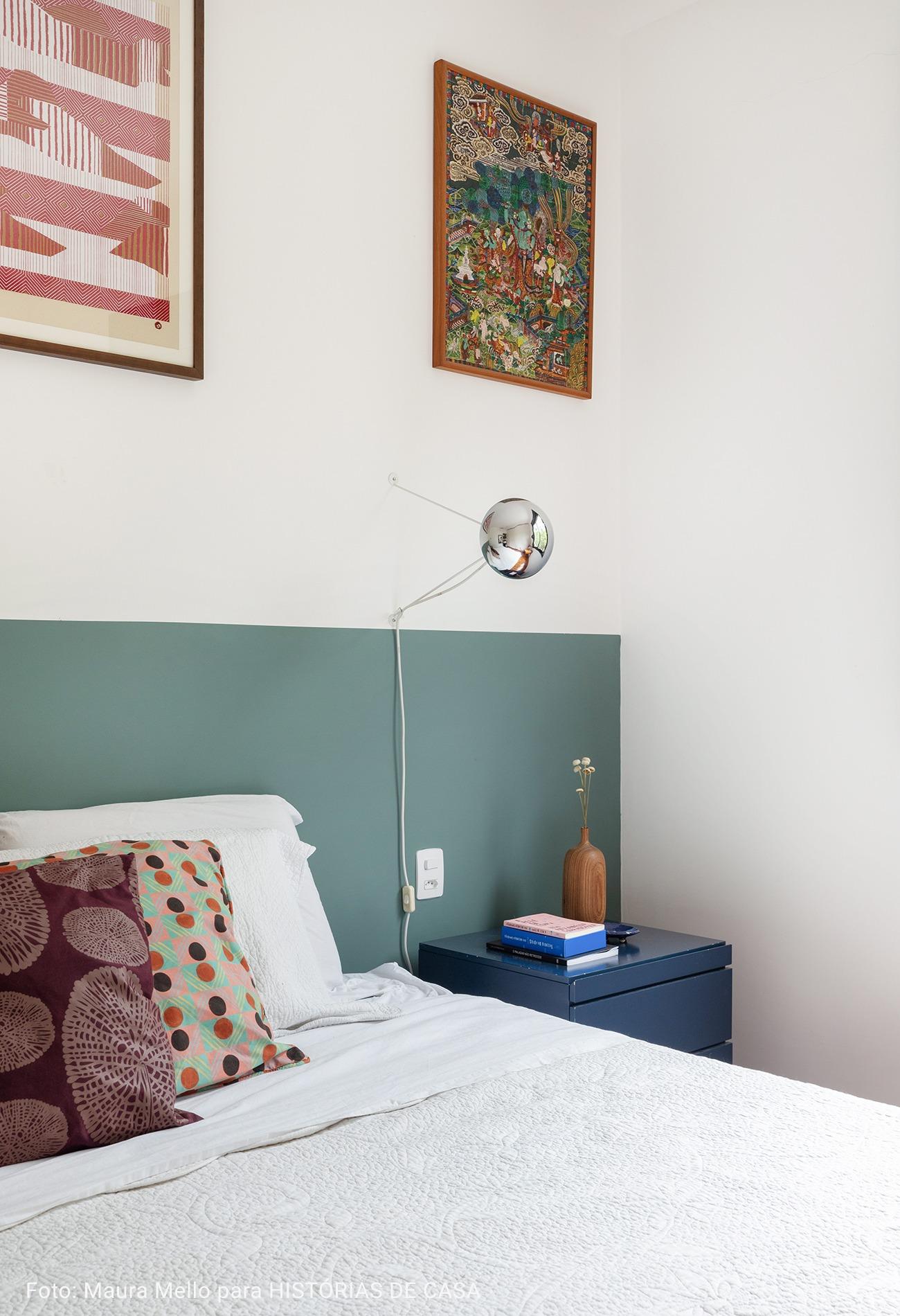 quarto com meia parede azul