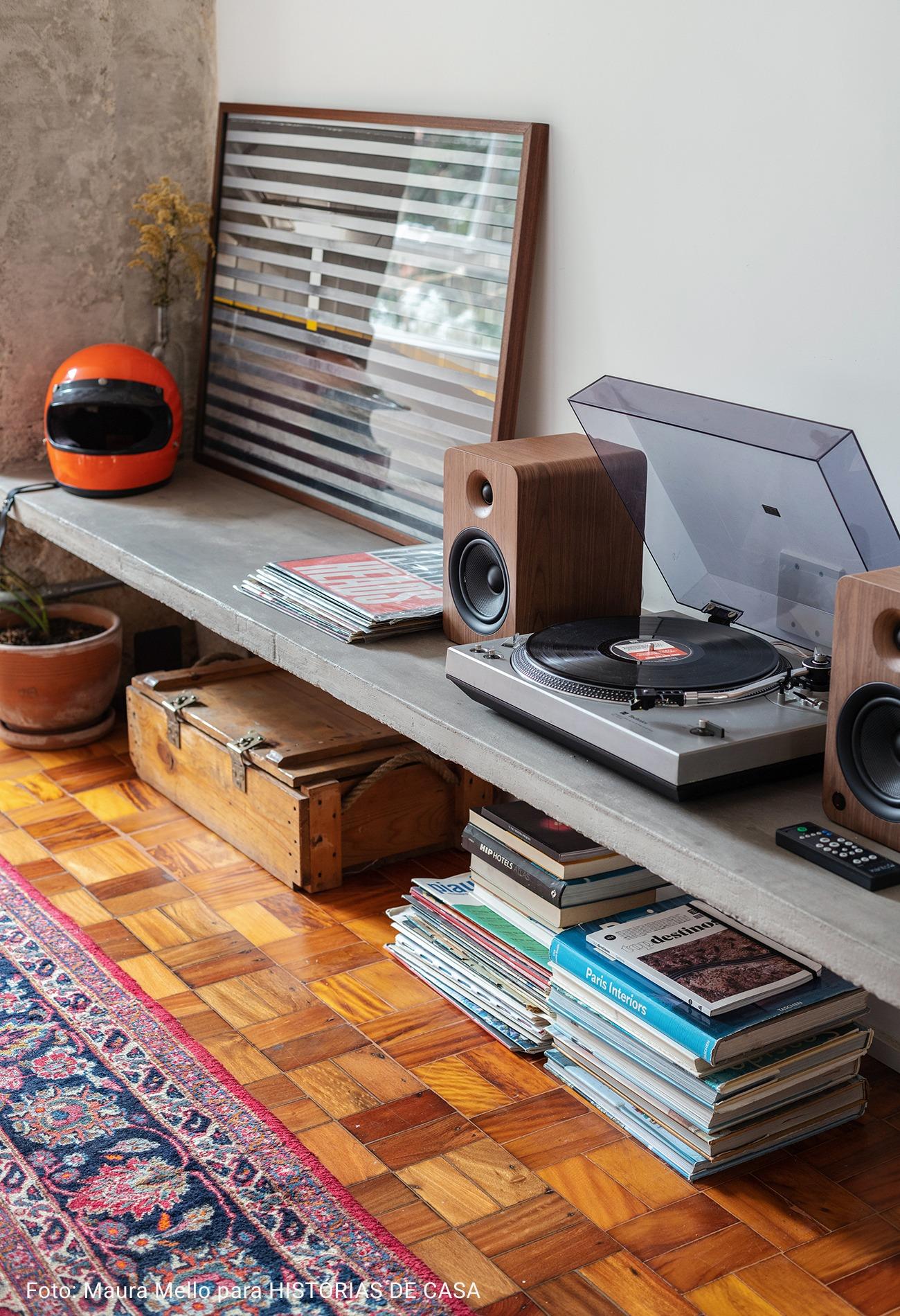 sala com toca discos antigo