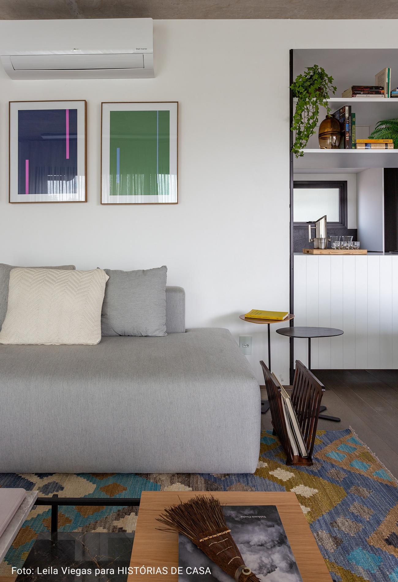sala com quadros minimalistas