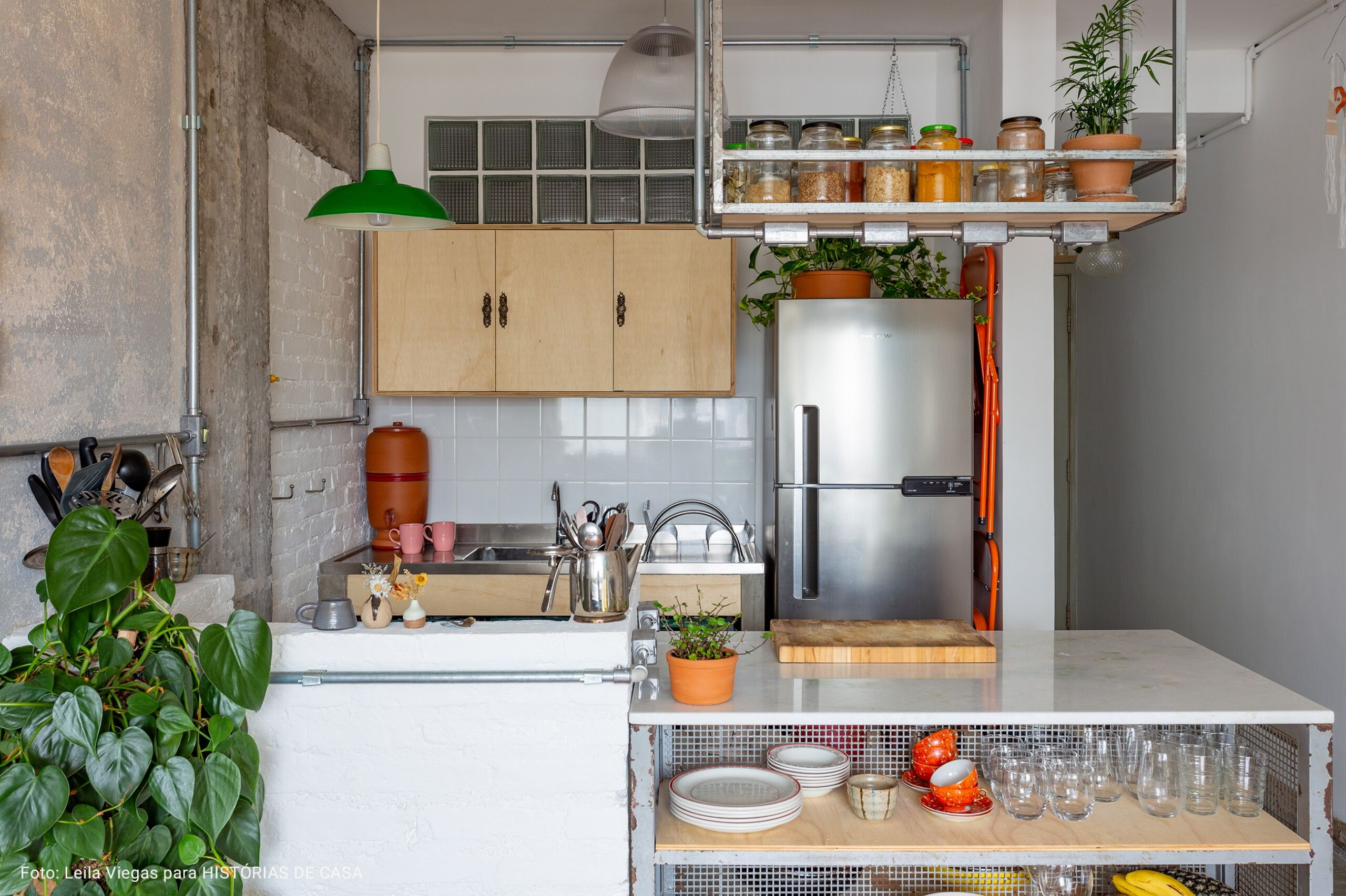 cozinha com prateleira industrial
