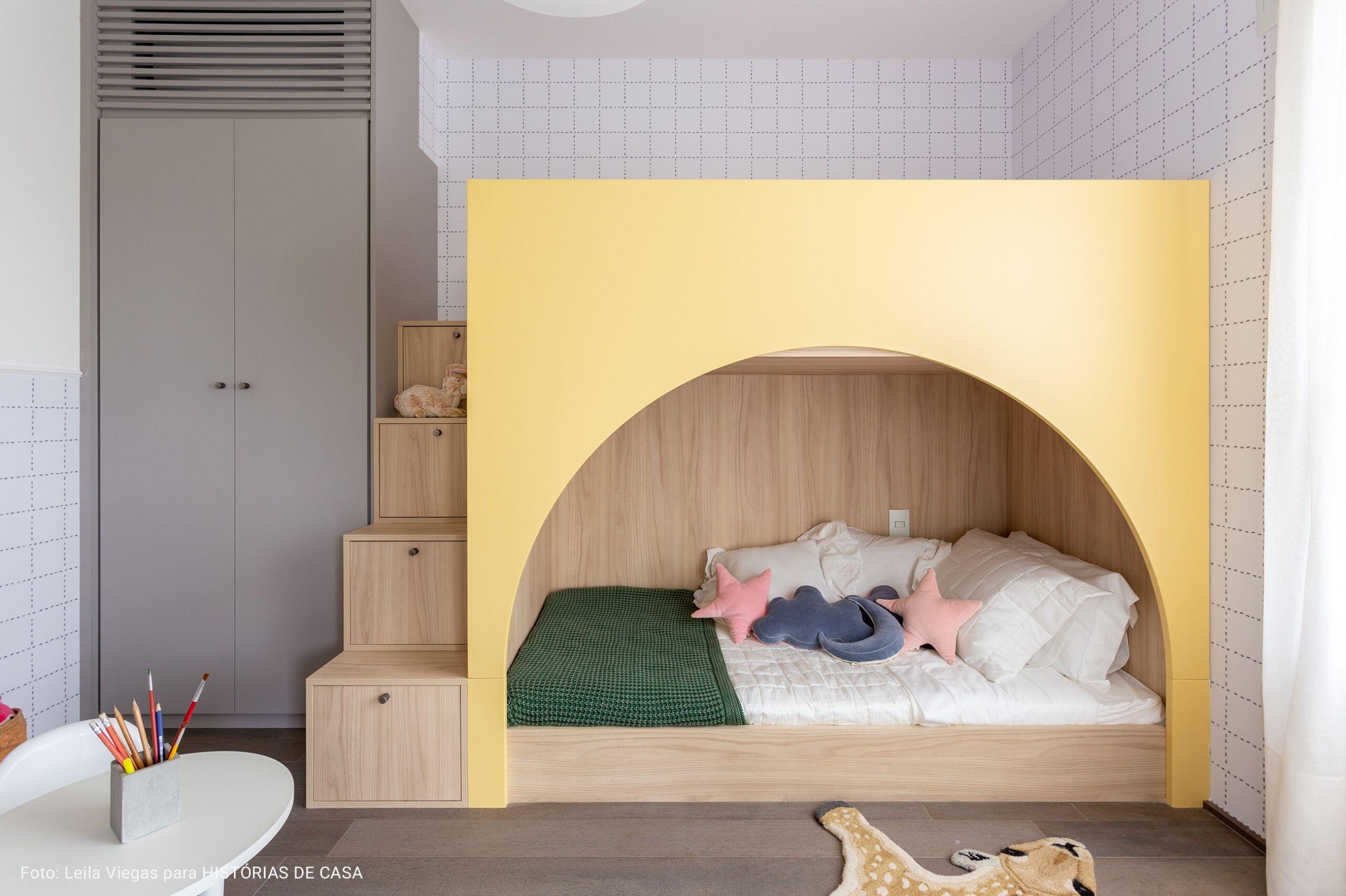 quarto com tapete de oncinha