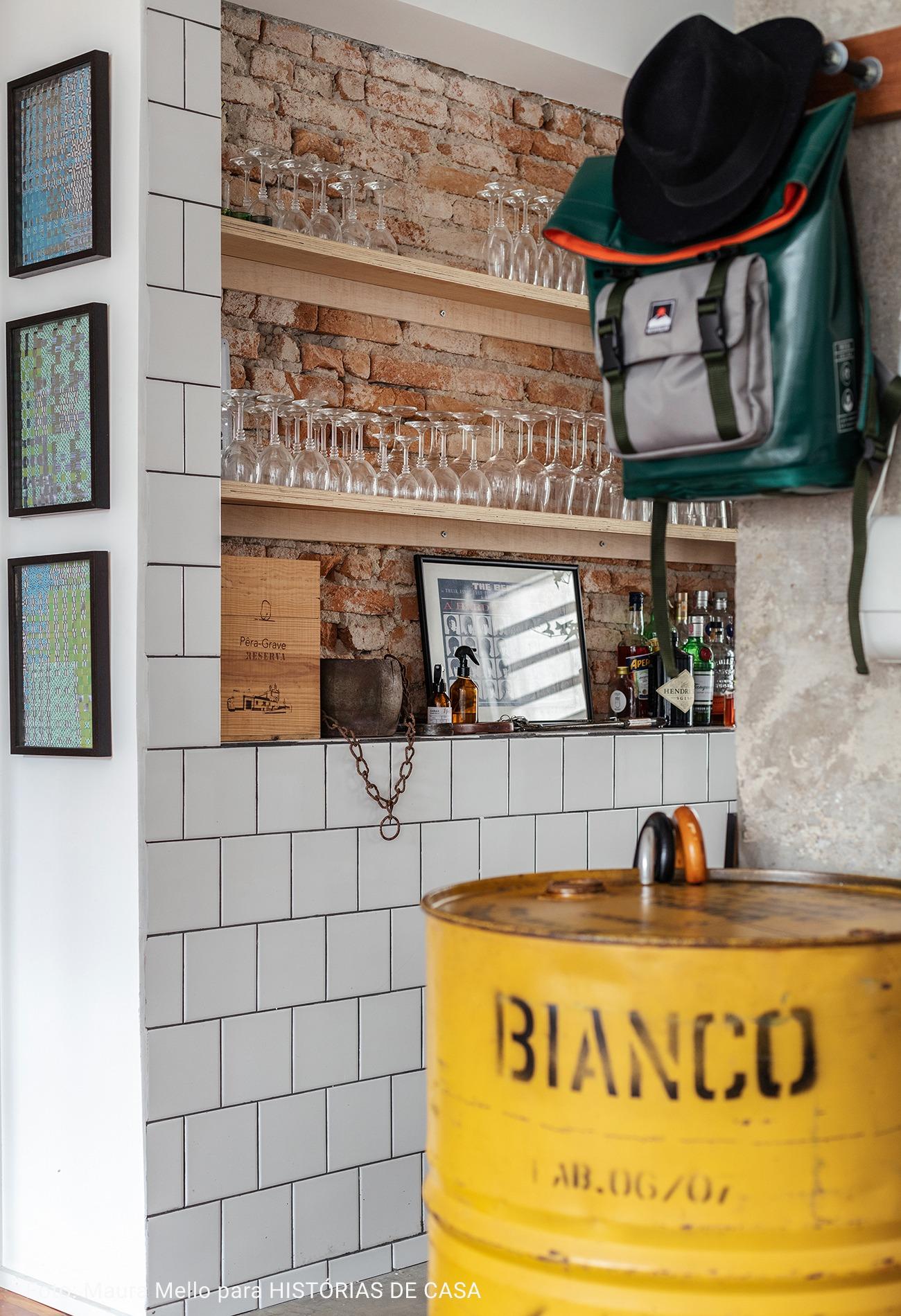 cozinha com parede de tijolos