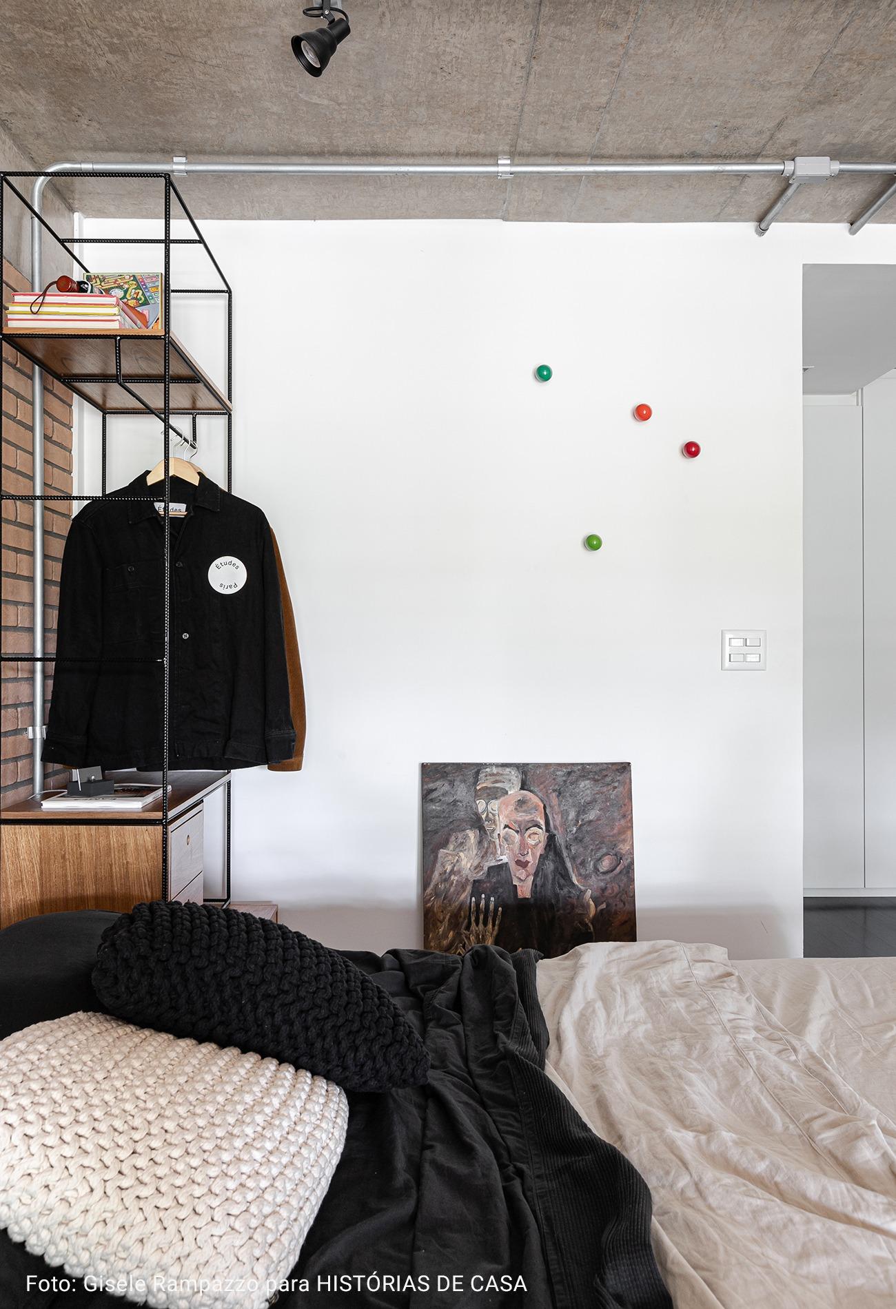 quarto com roupa de cama preta