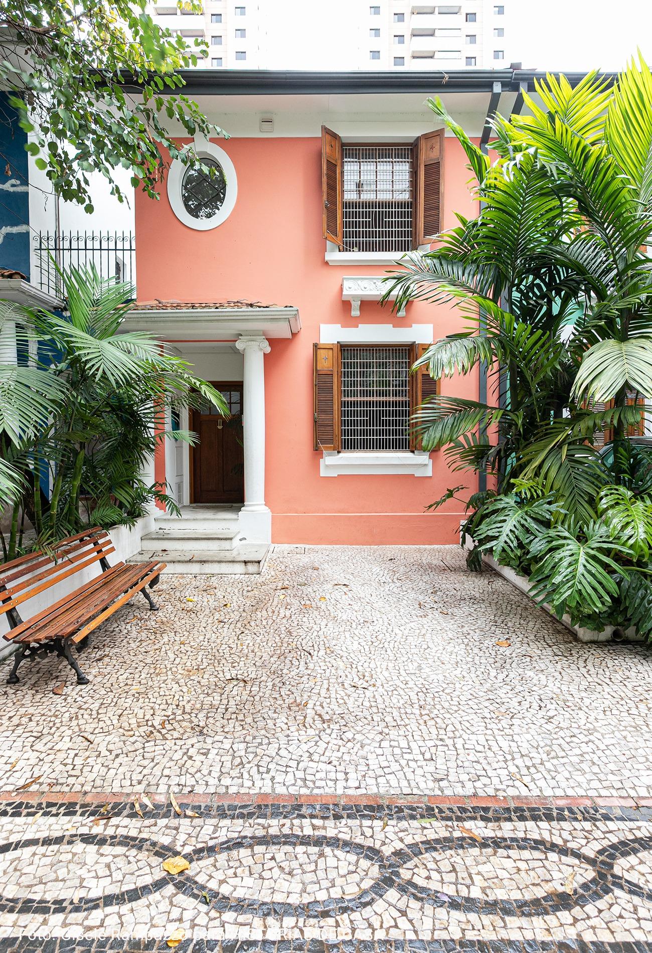 fachada rosa de casa