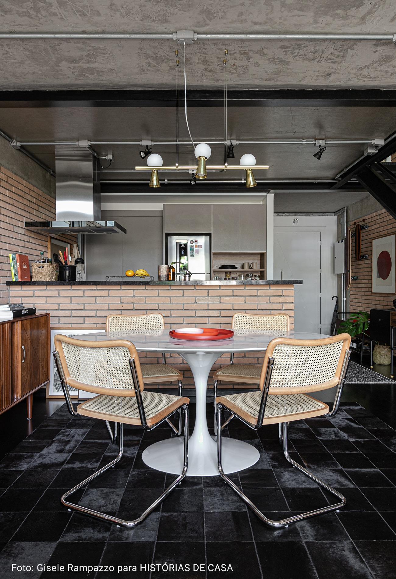 cozinha com pilastra de concreto