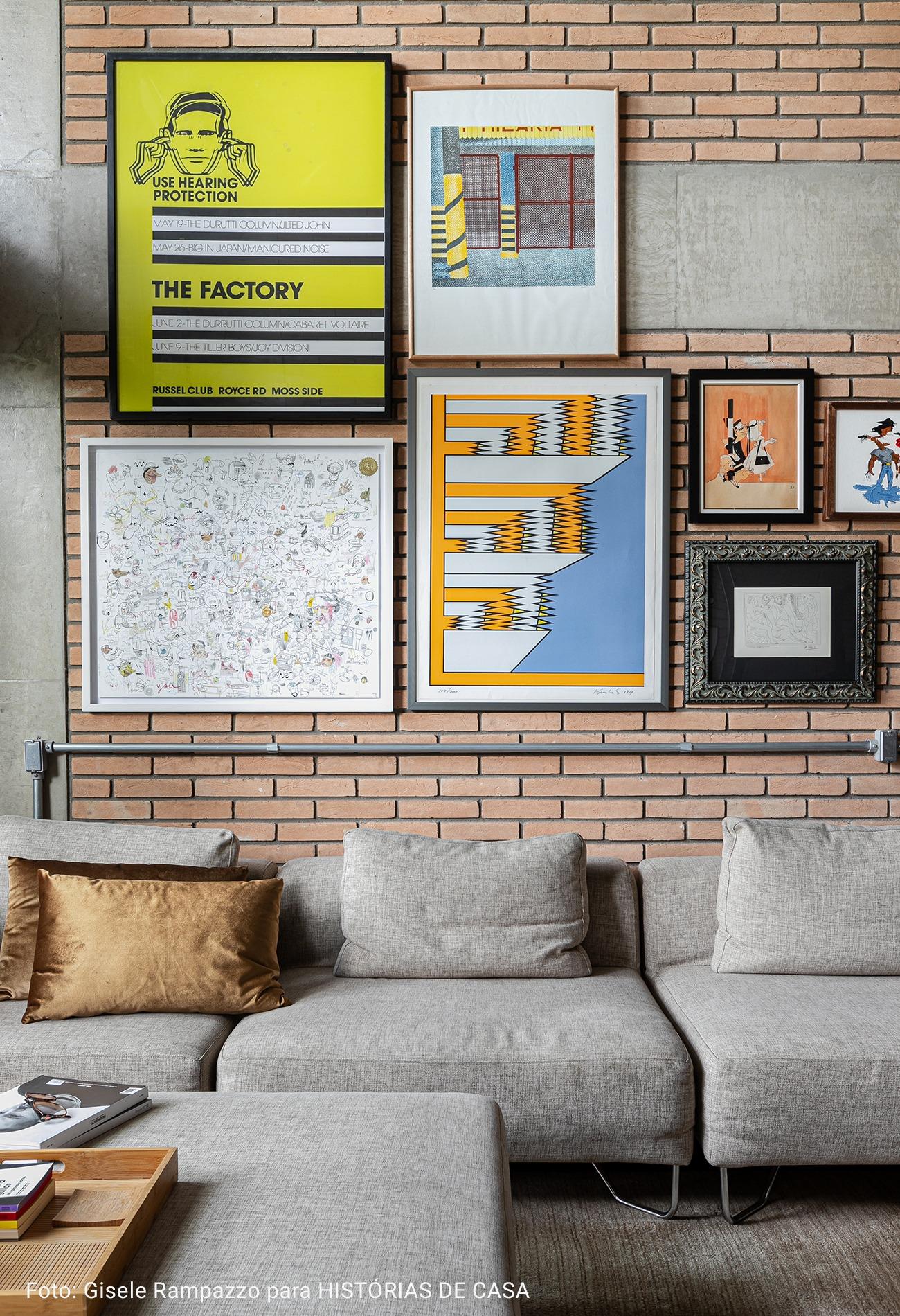 sala com pilastra de concreto