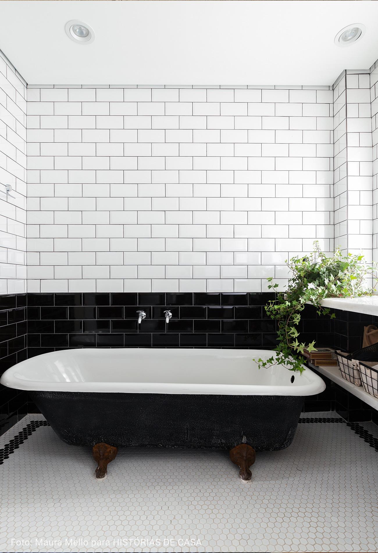 banheiro estilo preto e branco