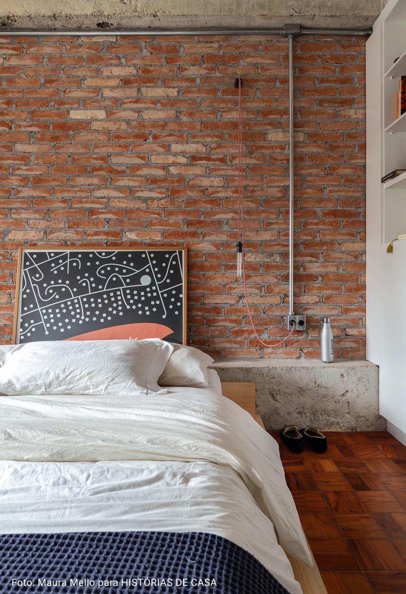 cama com coberta de tricot