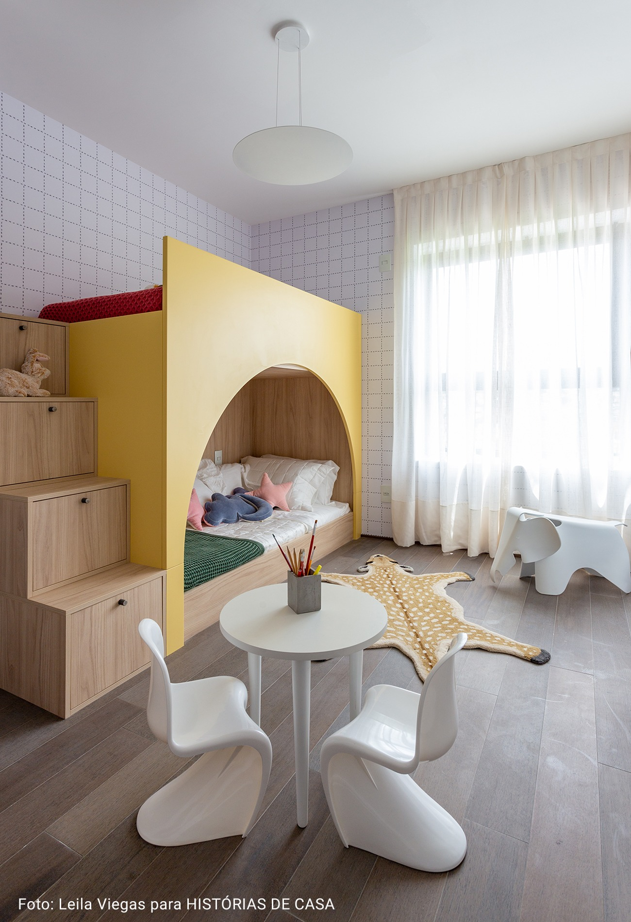 quarto infantil com beliche amarela